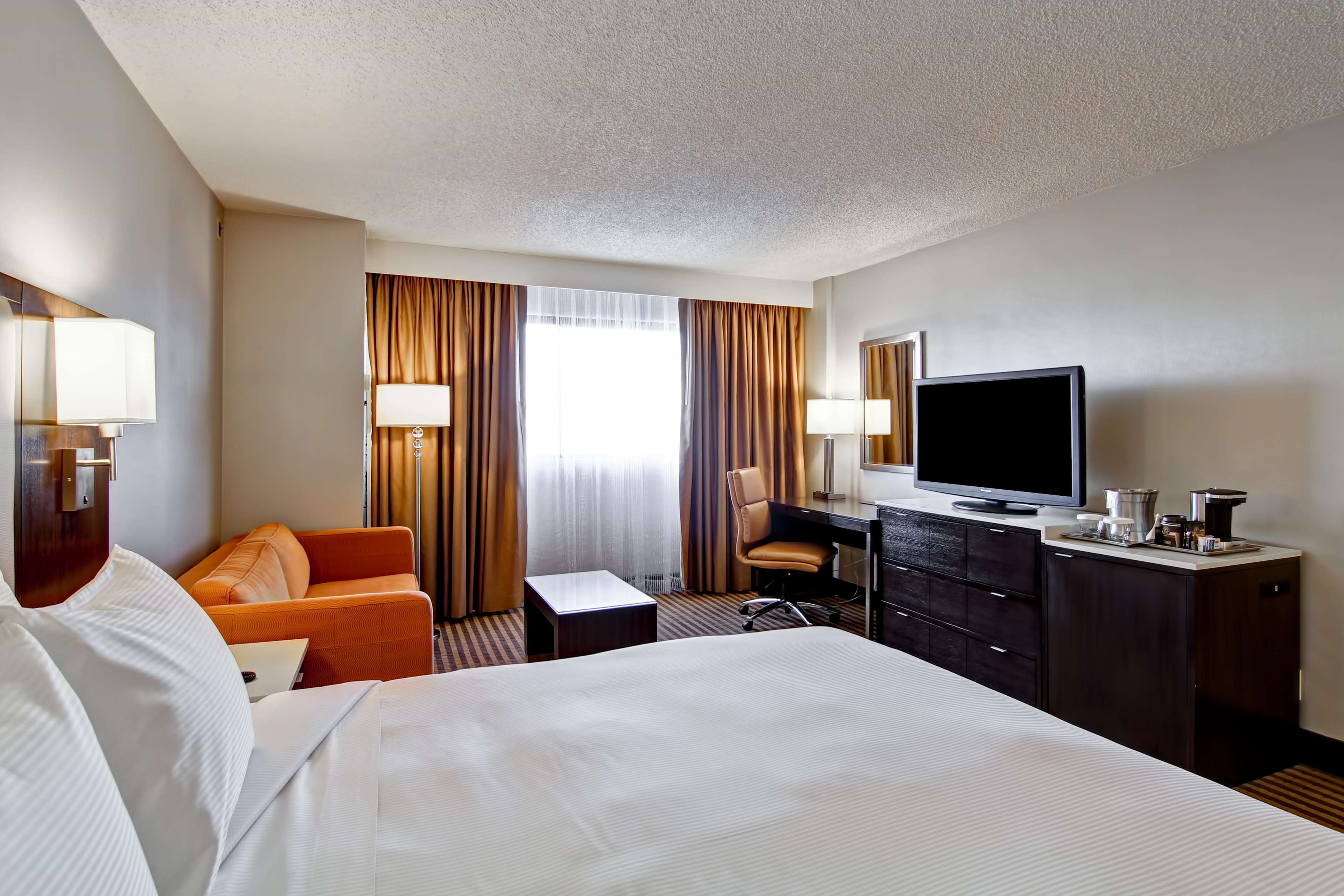 DoubleTree by Hilton Hotel Pleasanton at the Club image 40