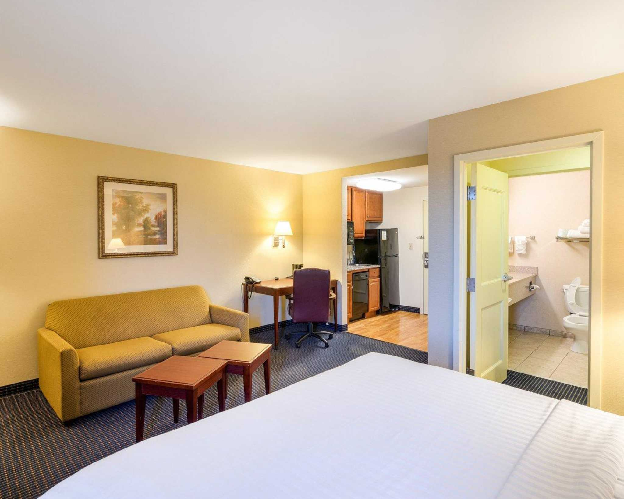 MainStay Suites image 12