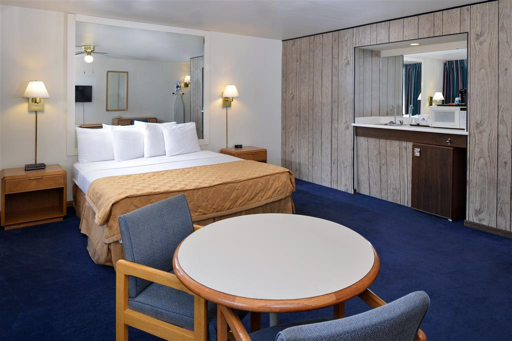 Americas Best Value Inn La Crosse image 14