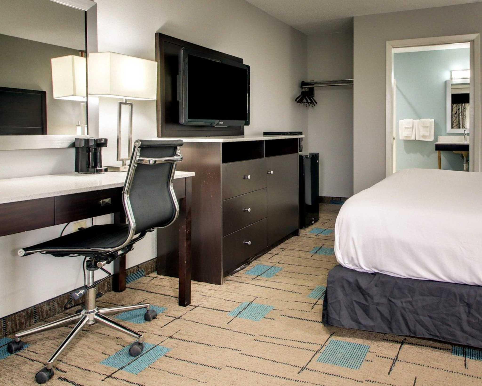 Rodeway Inn & Suites image 5