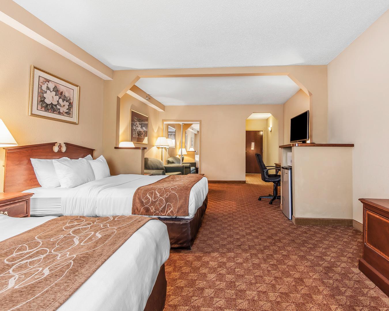 Comfort Suites Airport image 6