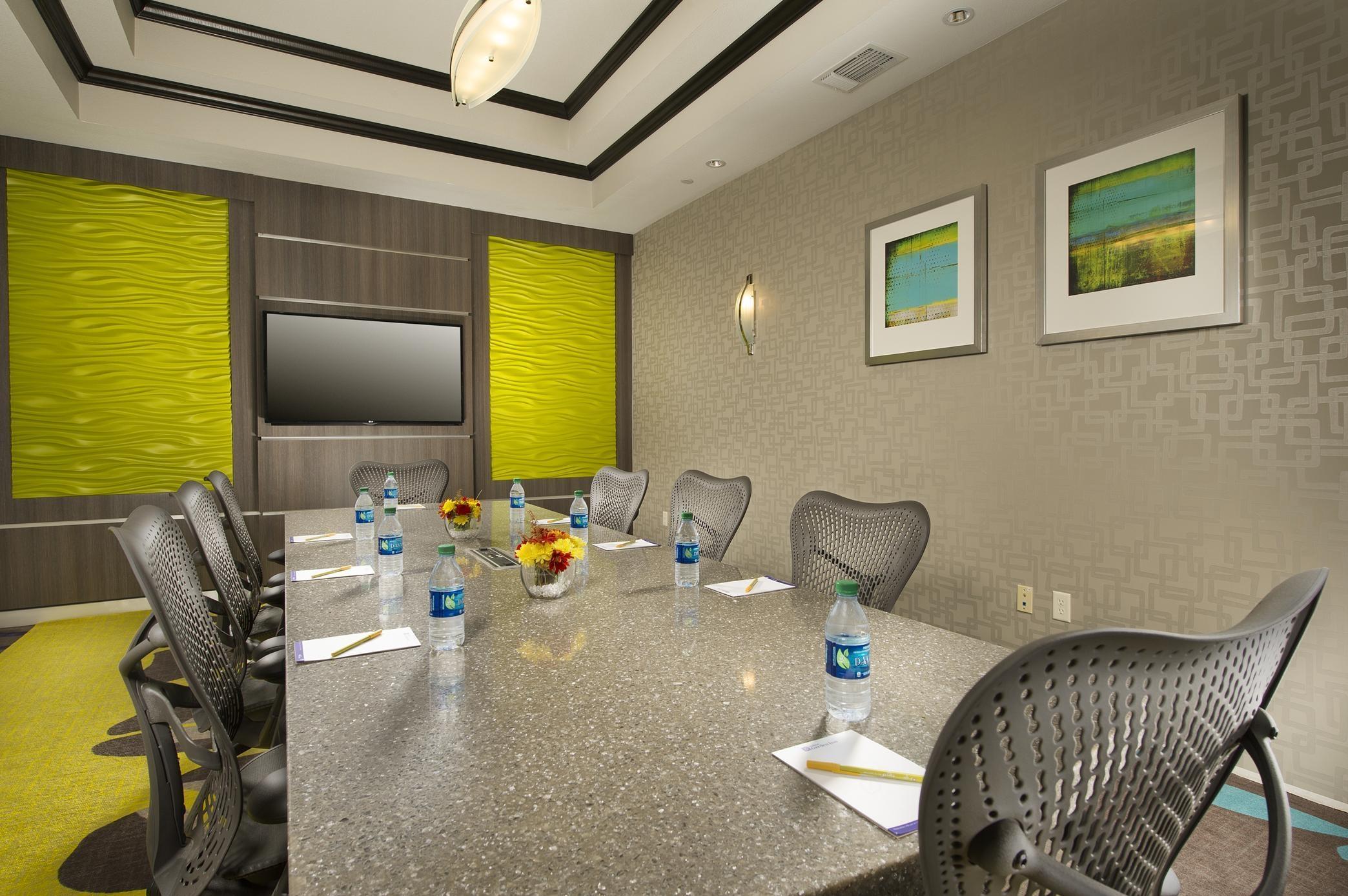 Hilton Garden Inn College Station image 11