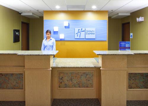 Holiday Inn Express & Suites Thornburg-S. Fredericksburg image 2