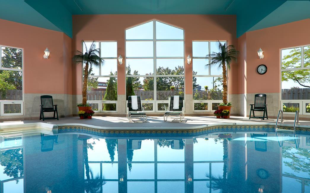 Best Western Hotel Brossard à Brossard: Pool