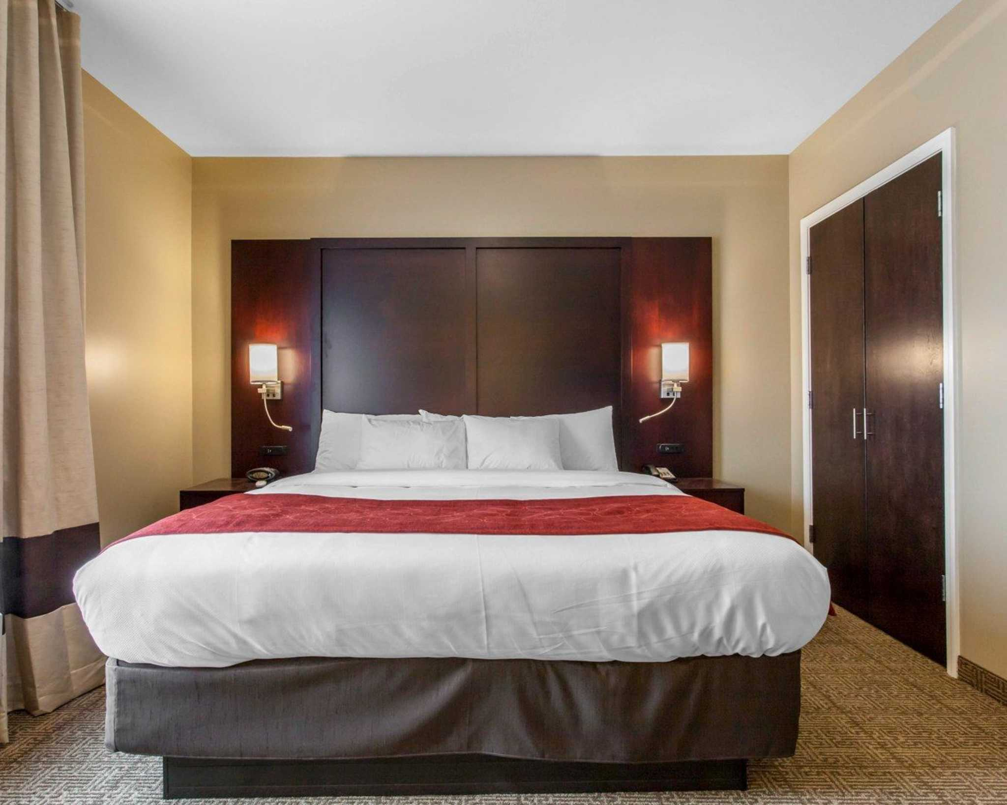 Comfort Suites Youngstown North image 27