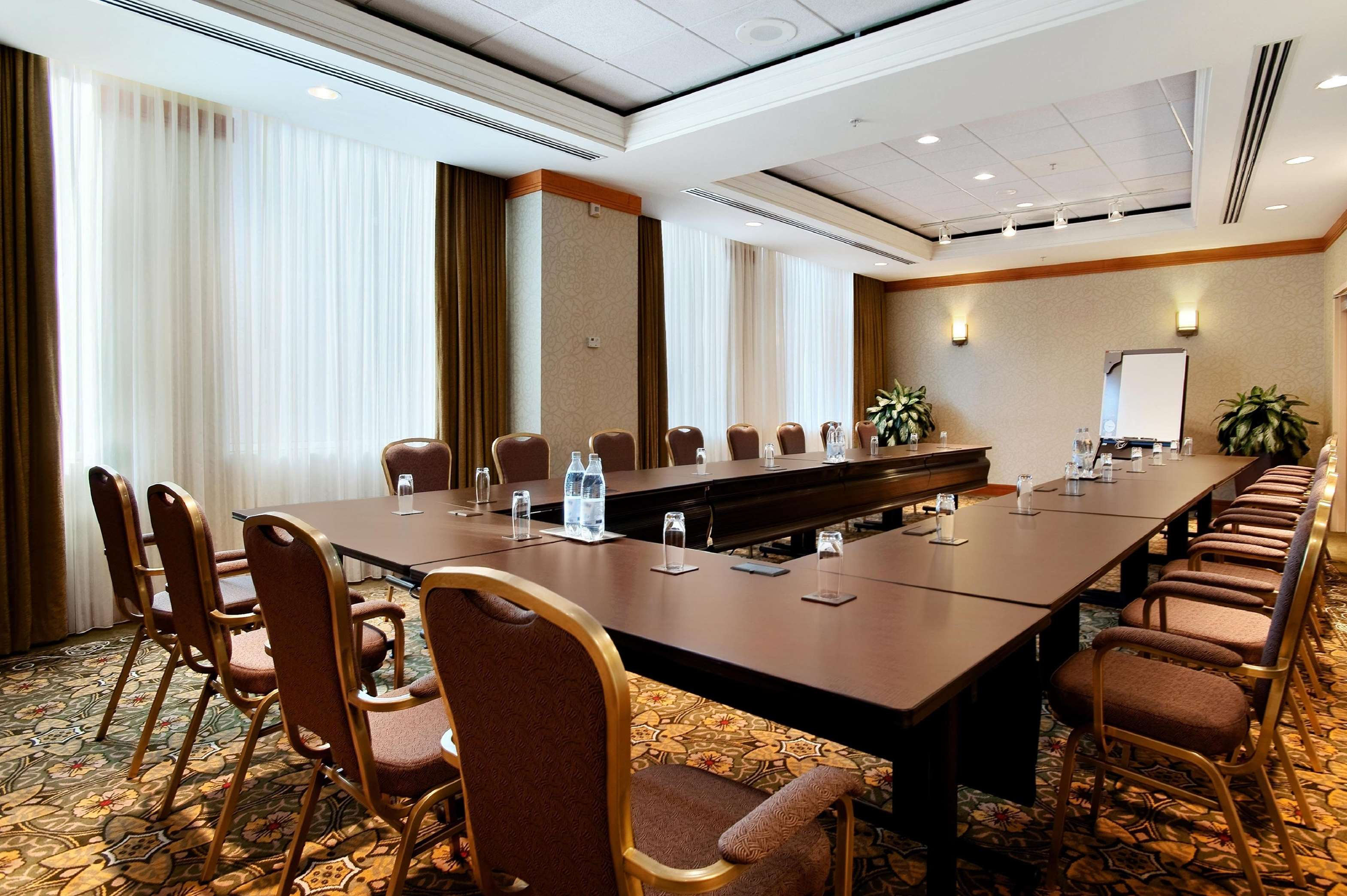 Hilton Vancouver Metrotown in Burnaby: Lalique Room