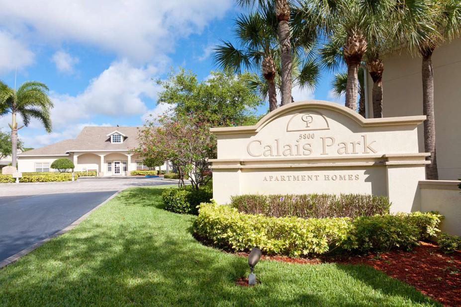Calais Park Lofts Apartments