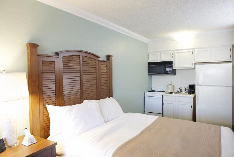 Kitchenette Guest Room with Street View