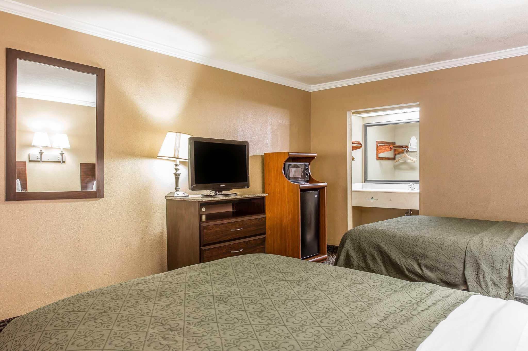 Quality Inn & Suites Ft. Jackson Maingate image 12