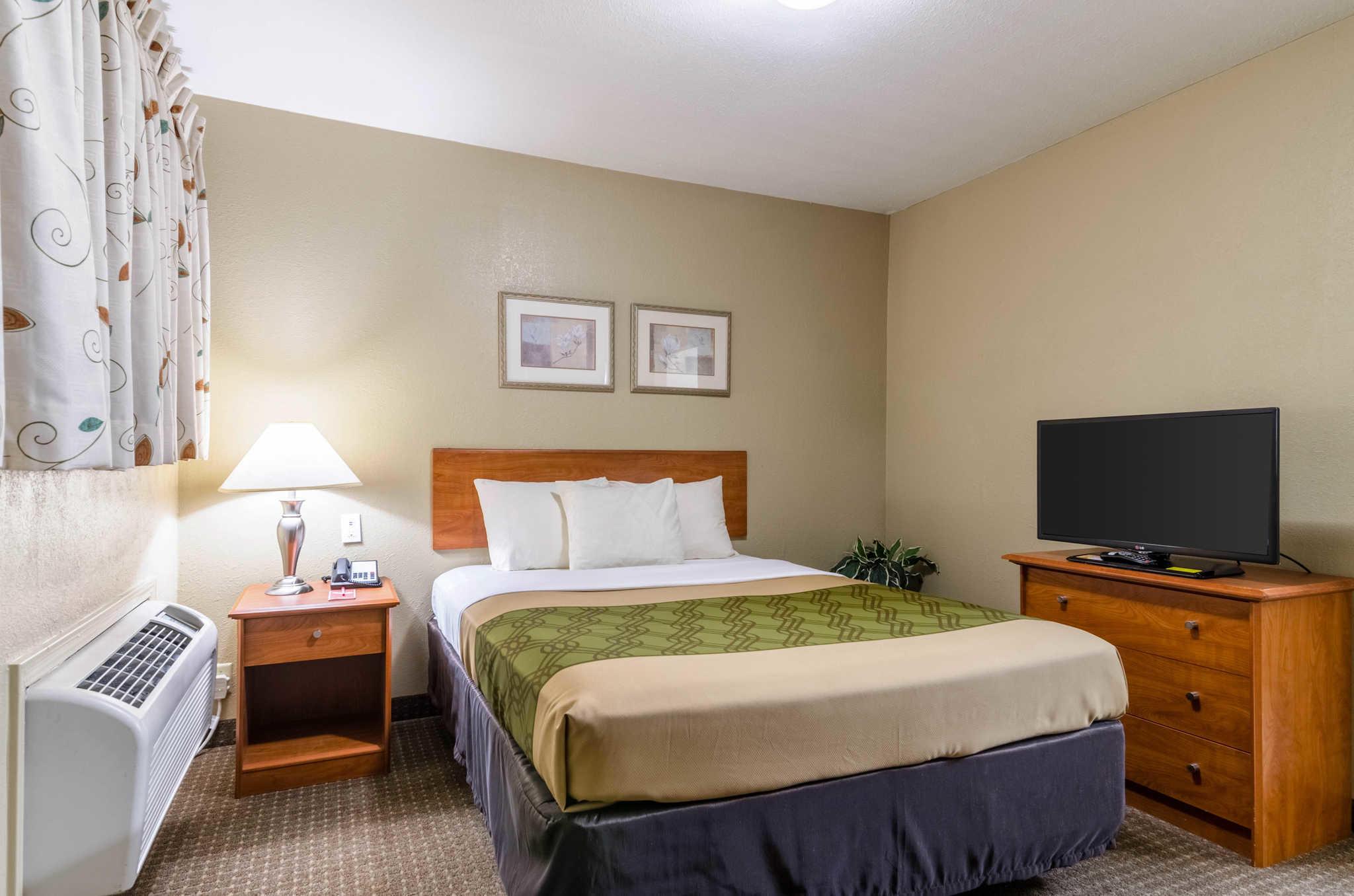 Econo Lodge  Inn & Suites I-35 at Shawnee Mission image 32