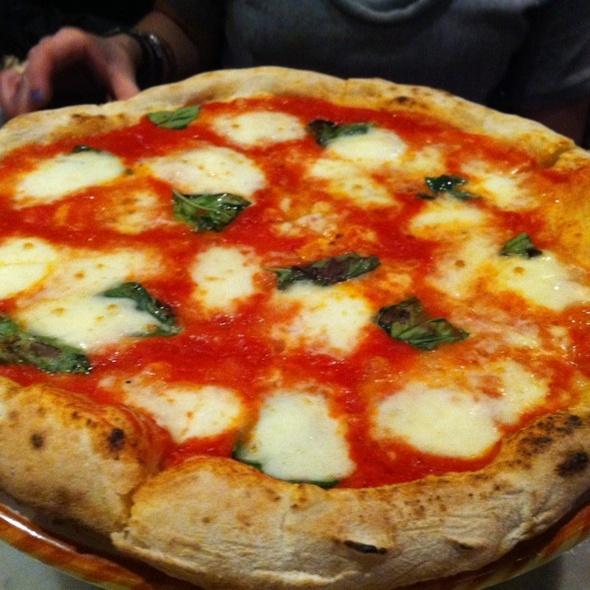 Pizzoli Pizzeria