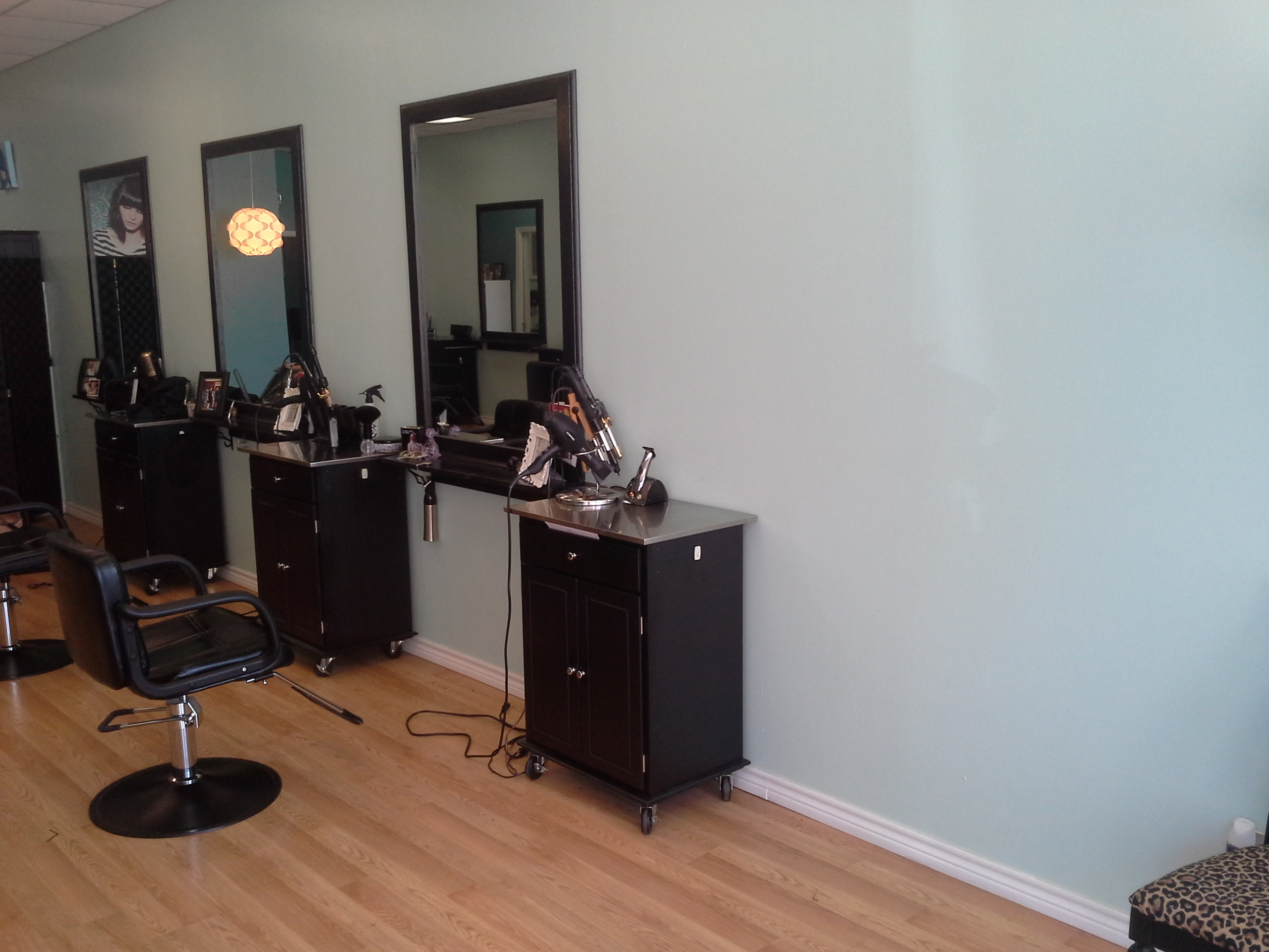 Bettie Bangs Salon image 38