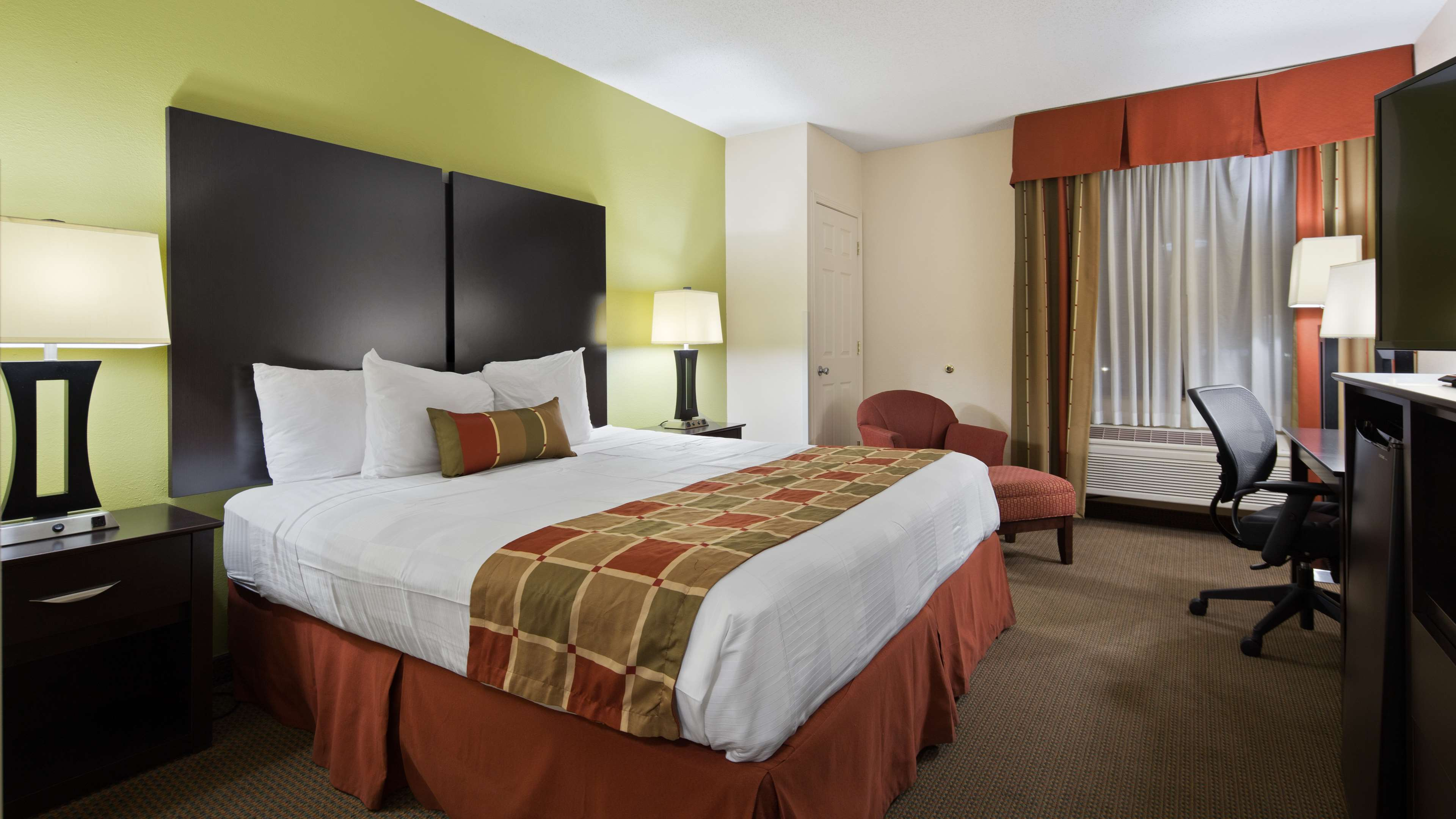 Best Western Plus Huntersville Inn & Suites Near Lake Norman image 7