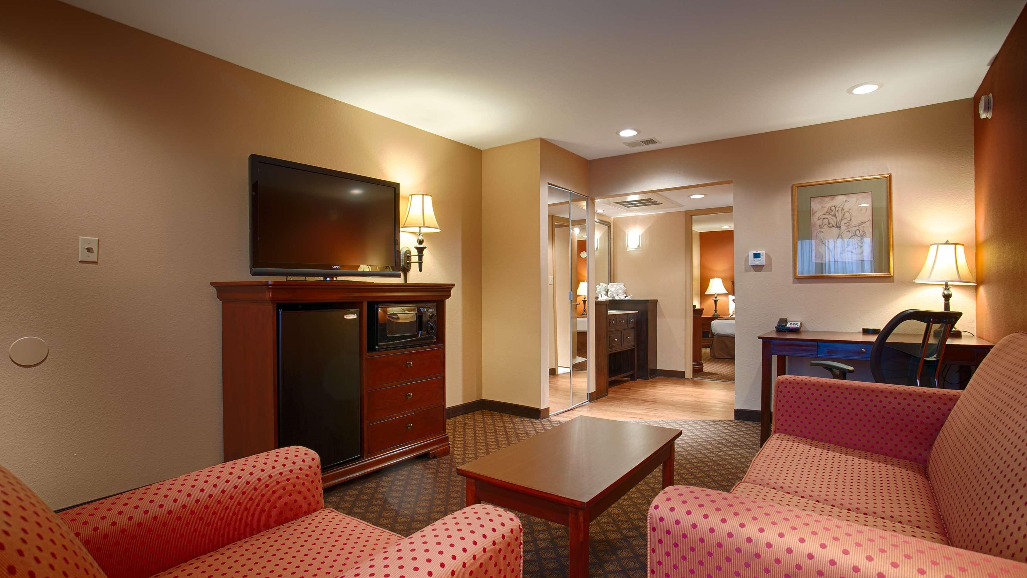 Best Western Plus Landing View Inn & Suites image 8