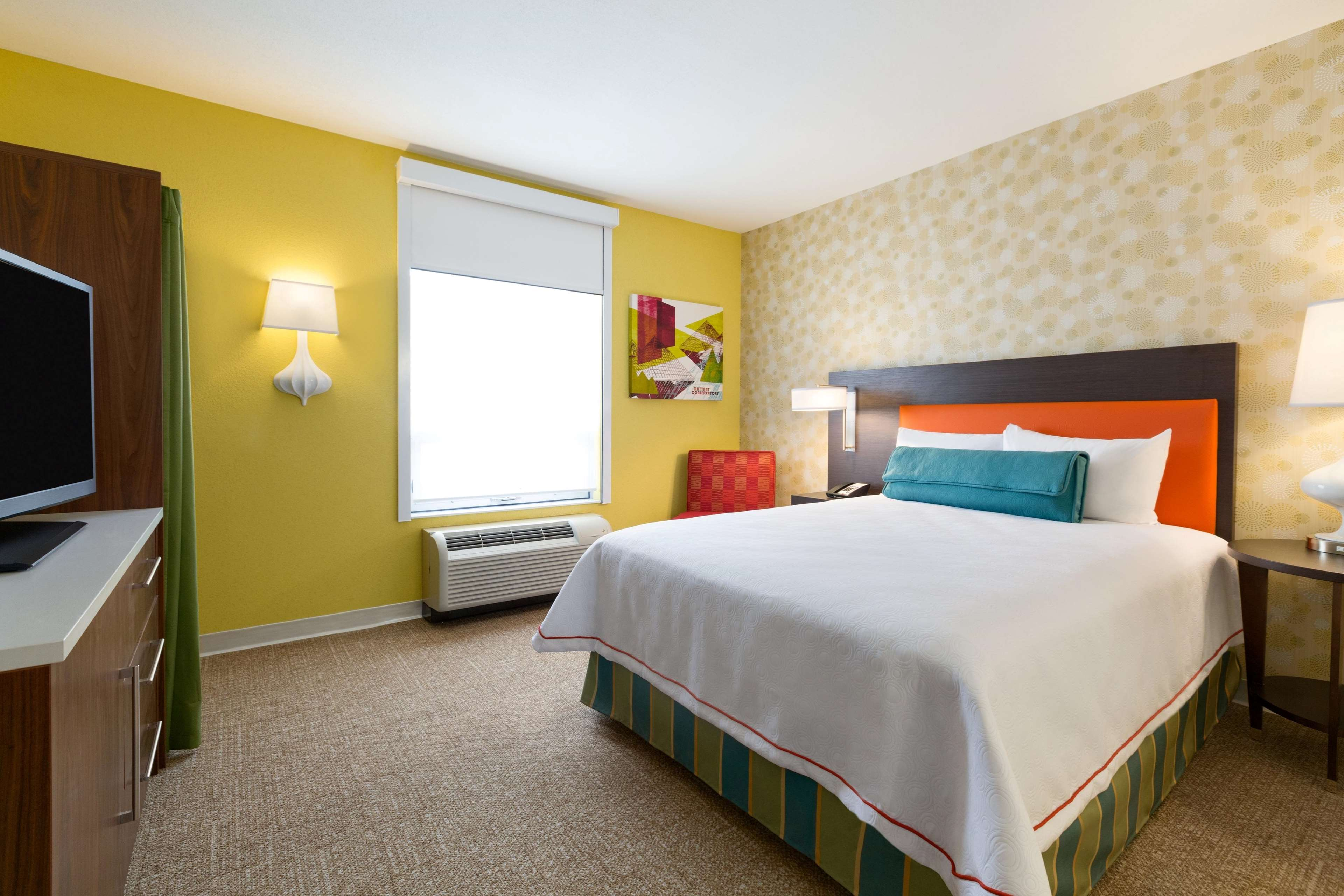Home2 Suites by Hilton West Edmonton, Alberta, Canada à Edmonton: 1 Queen Accessible Suite Bedroom