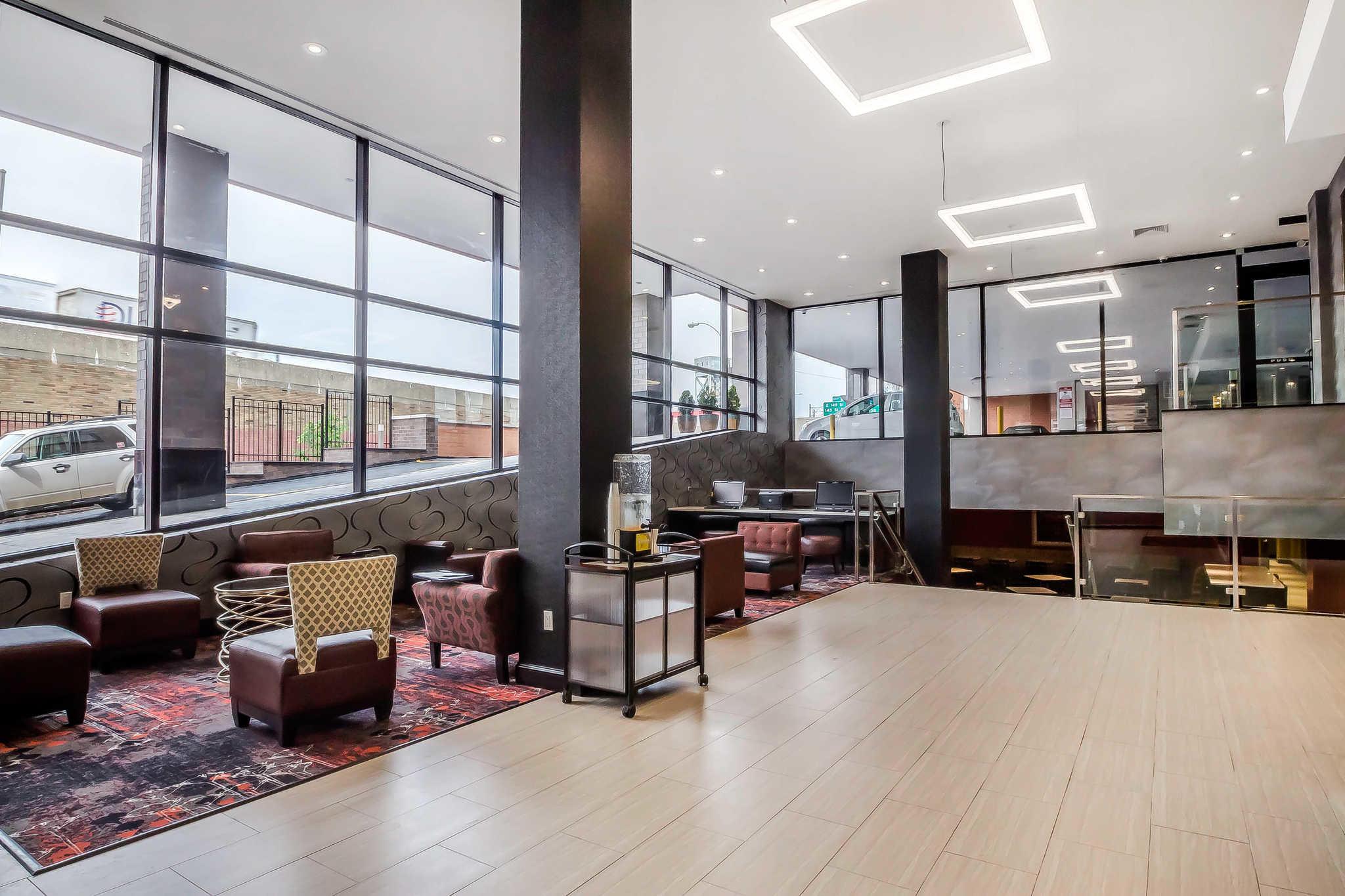 Comfort Inn & Suites near Stadium image 6