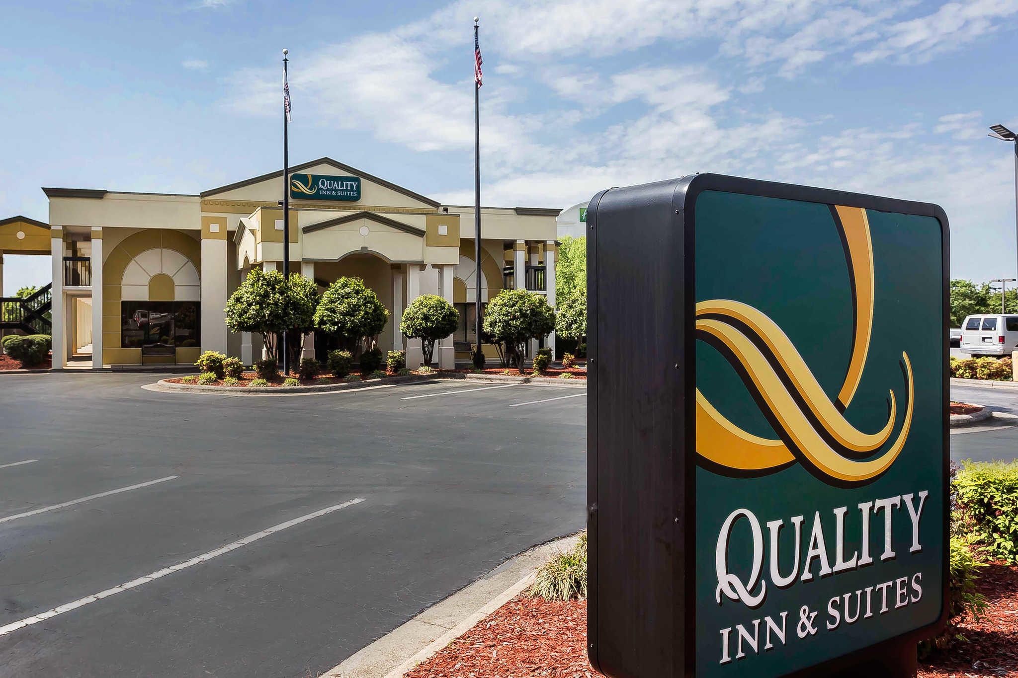 Quality Inn & Suites Mooresville-Lake Norman image 0
