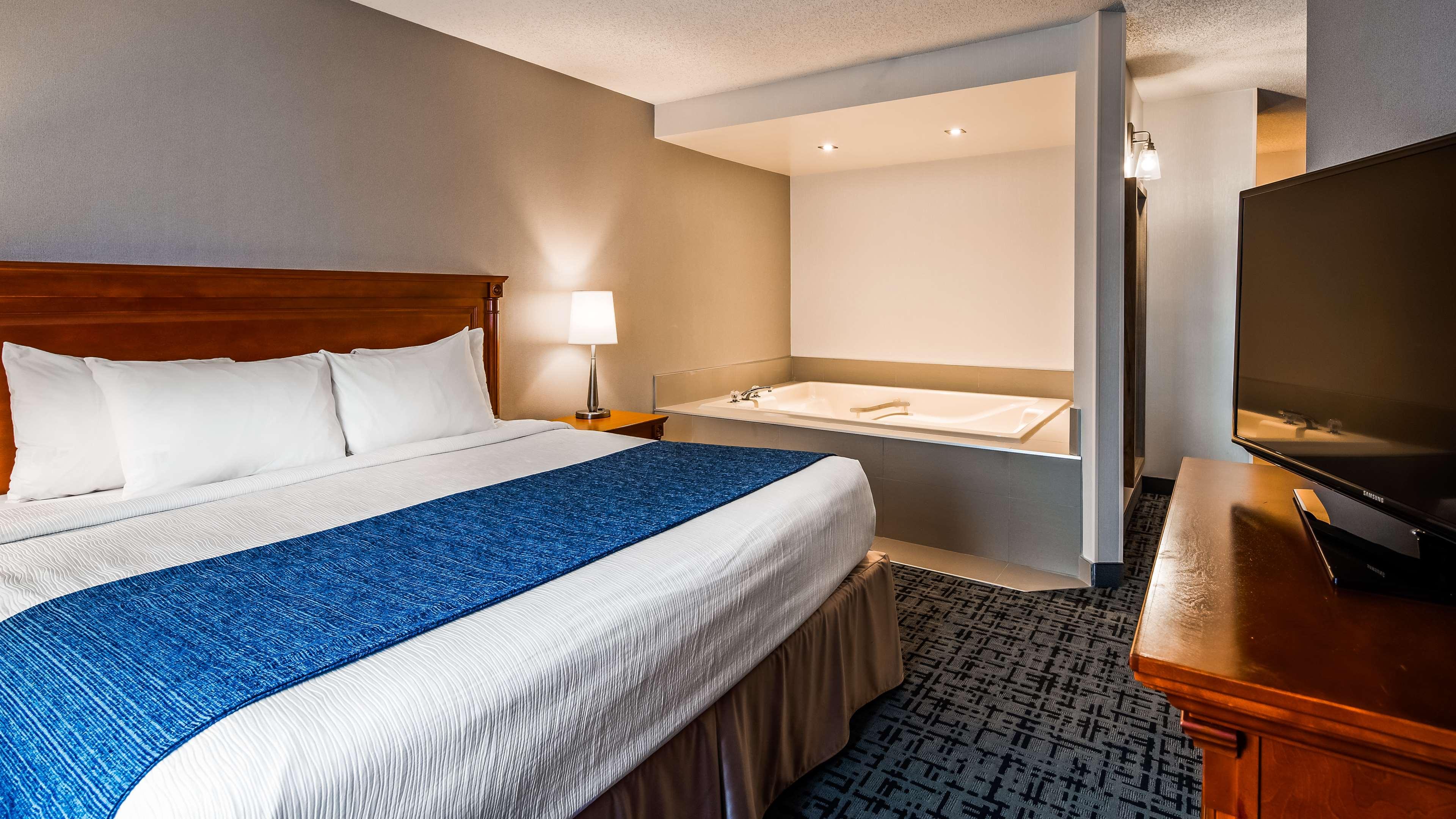 Best Western Hotel Brossard à Brossard: Guest Room