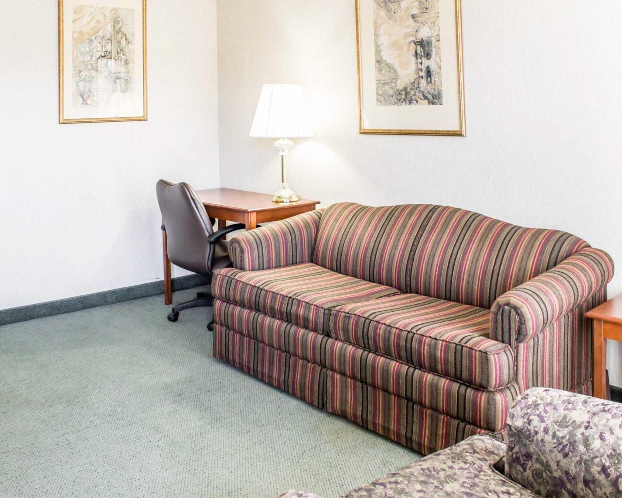 Econo Lodge & Suites image 29