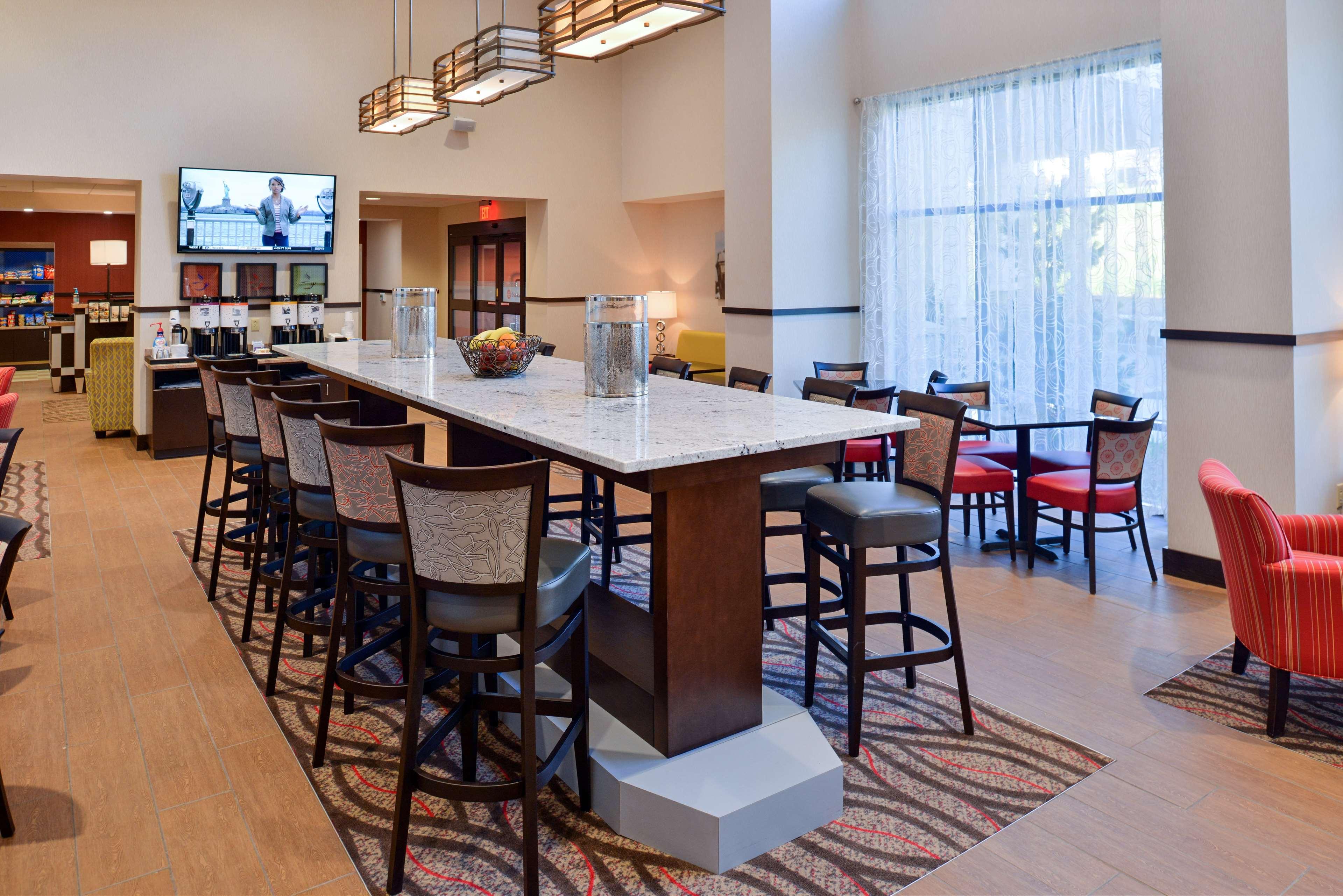 Hampton Inn & Suites California University-Pittsburgh image 10