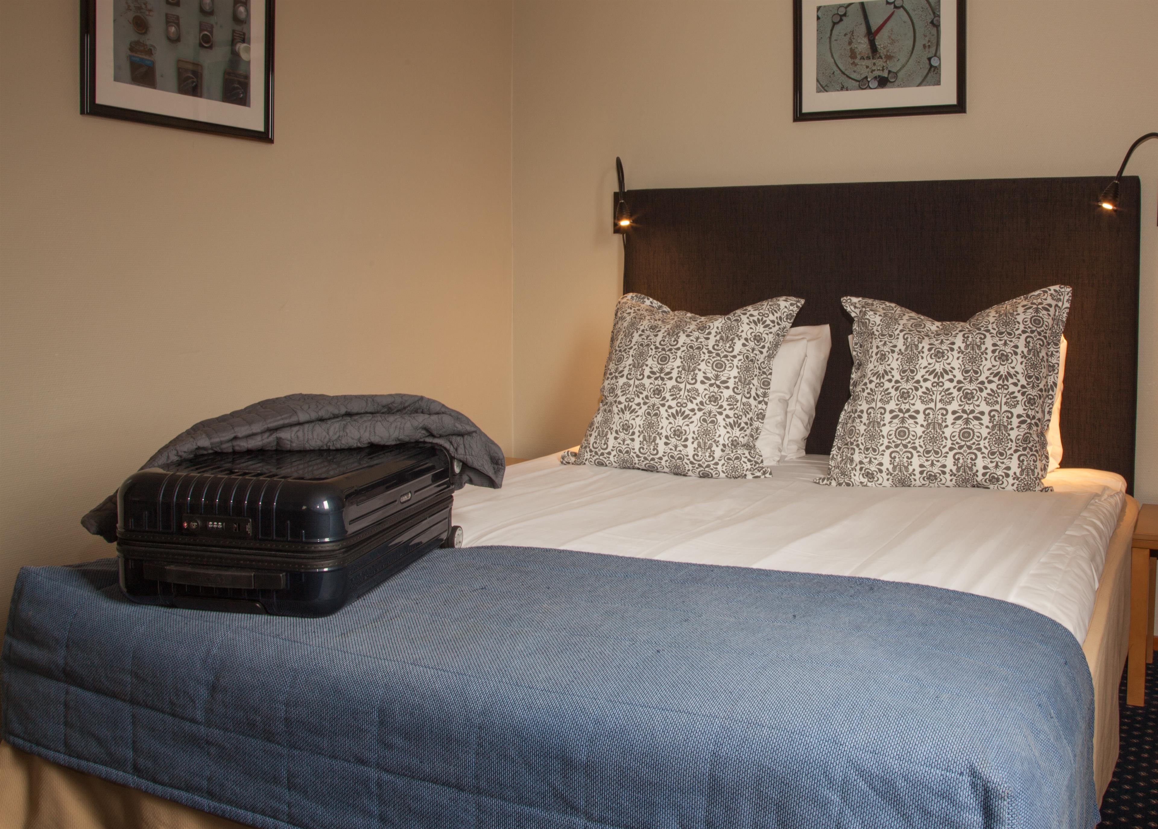 Standard Queen Bed Guest Room