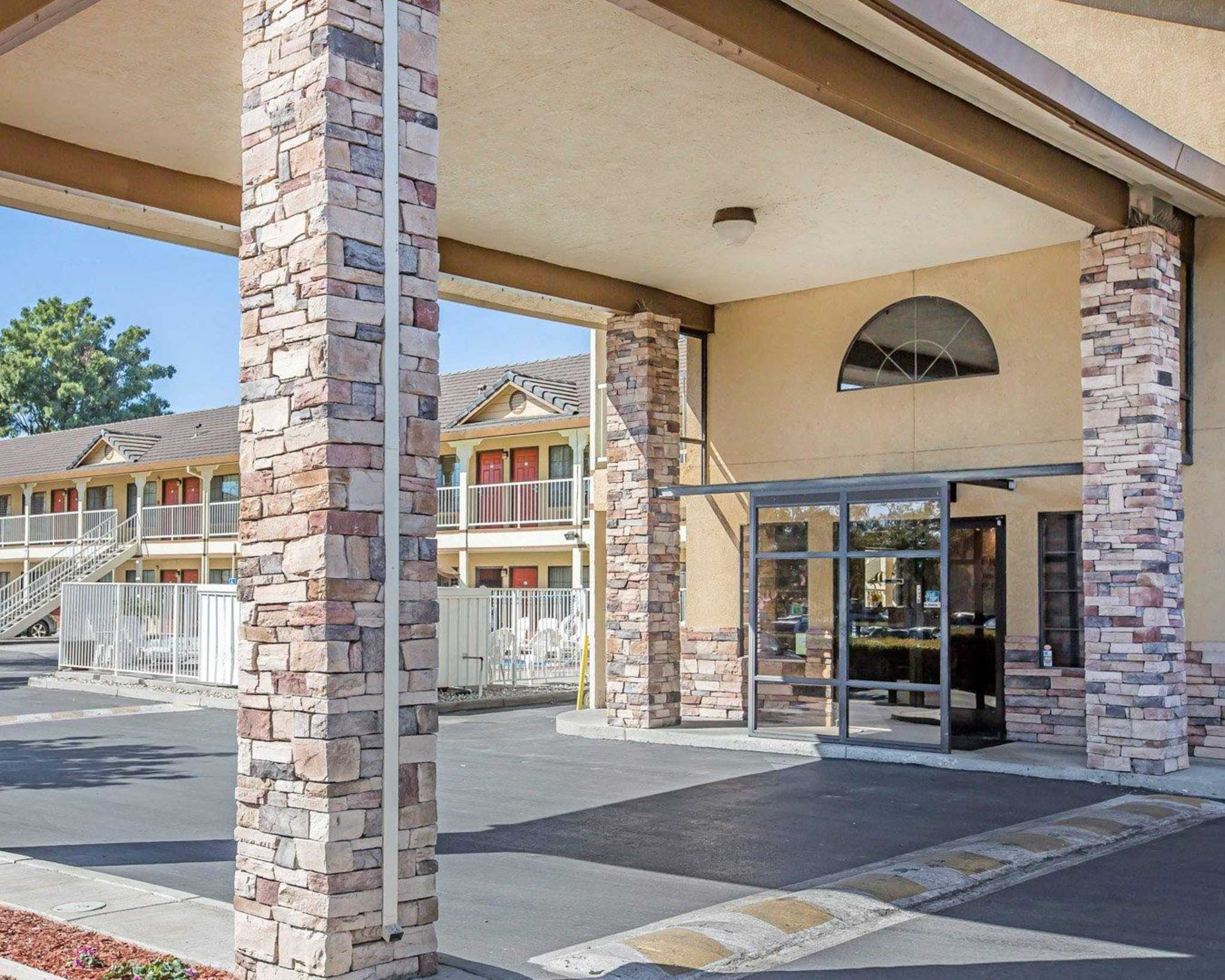 Quality Inn & Suites Woodland - Sacramento Airport image 1