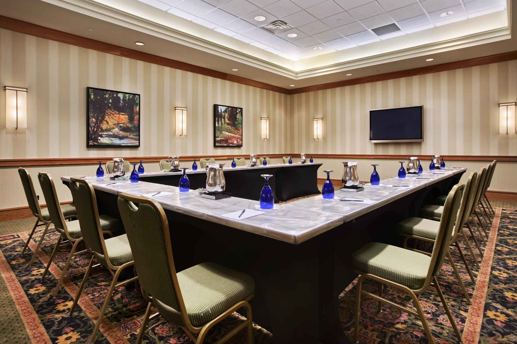 Hilton Chicago/Oak Brook Suites image 10