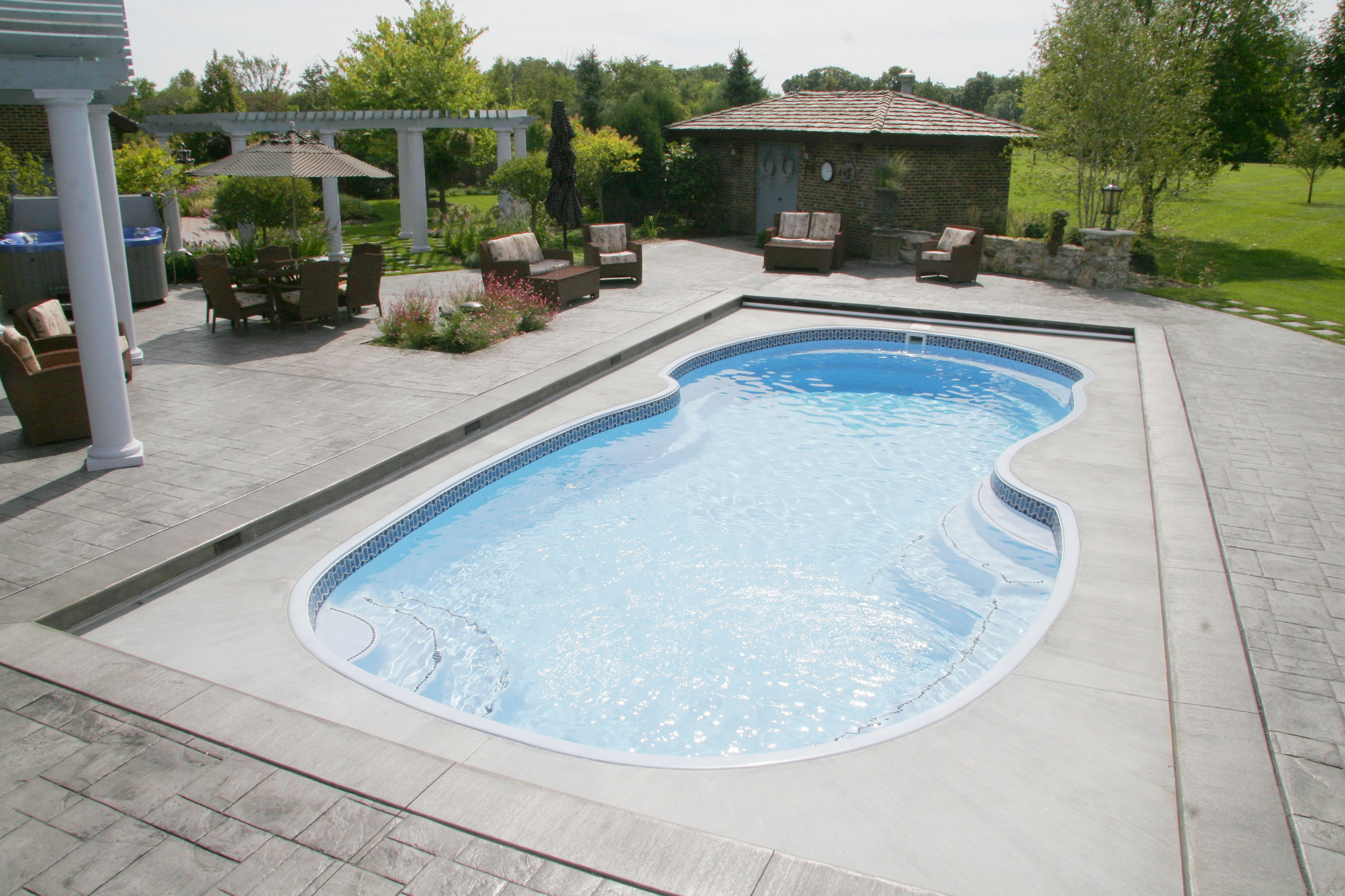 Desrochers backyard pools and spas coupons near me in for Pool showrooms near me