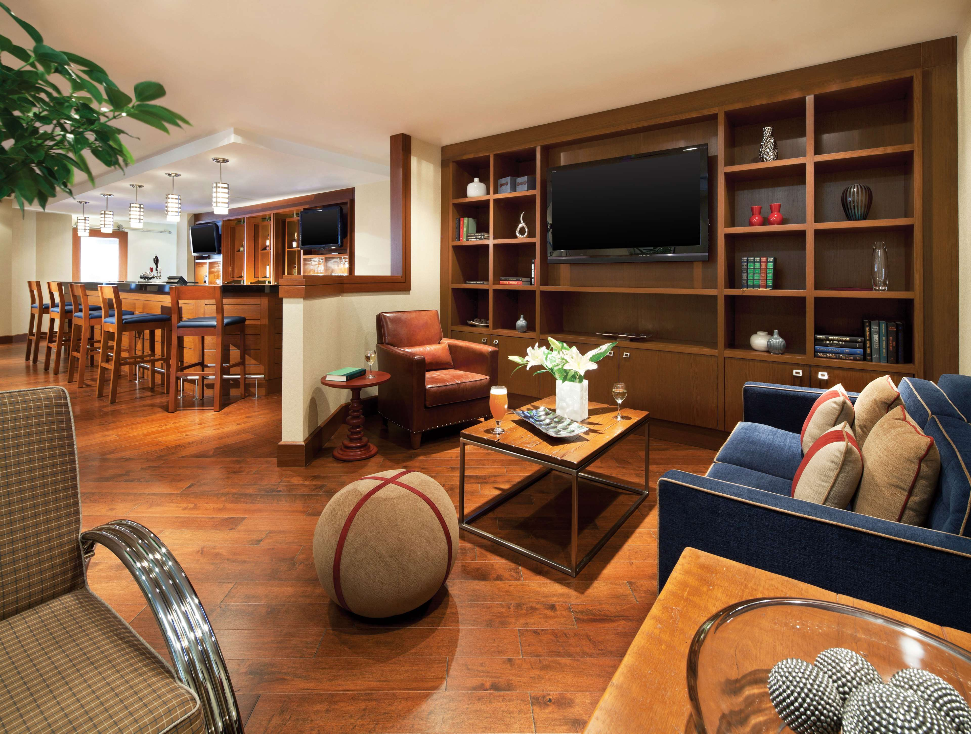 Four Points by Sheraton Hotel & Conference Centre Gatineau-Ottawa à Gatineau: Library / Lounge