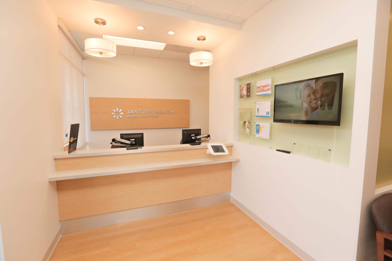 Jantzen Beach Modern Dentistry image 0
