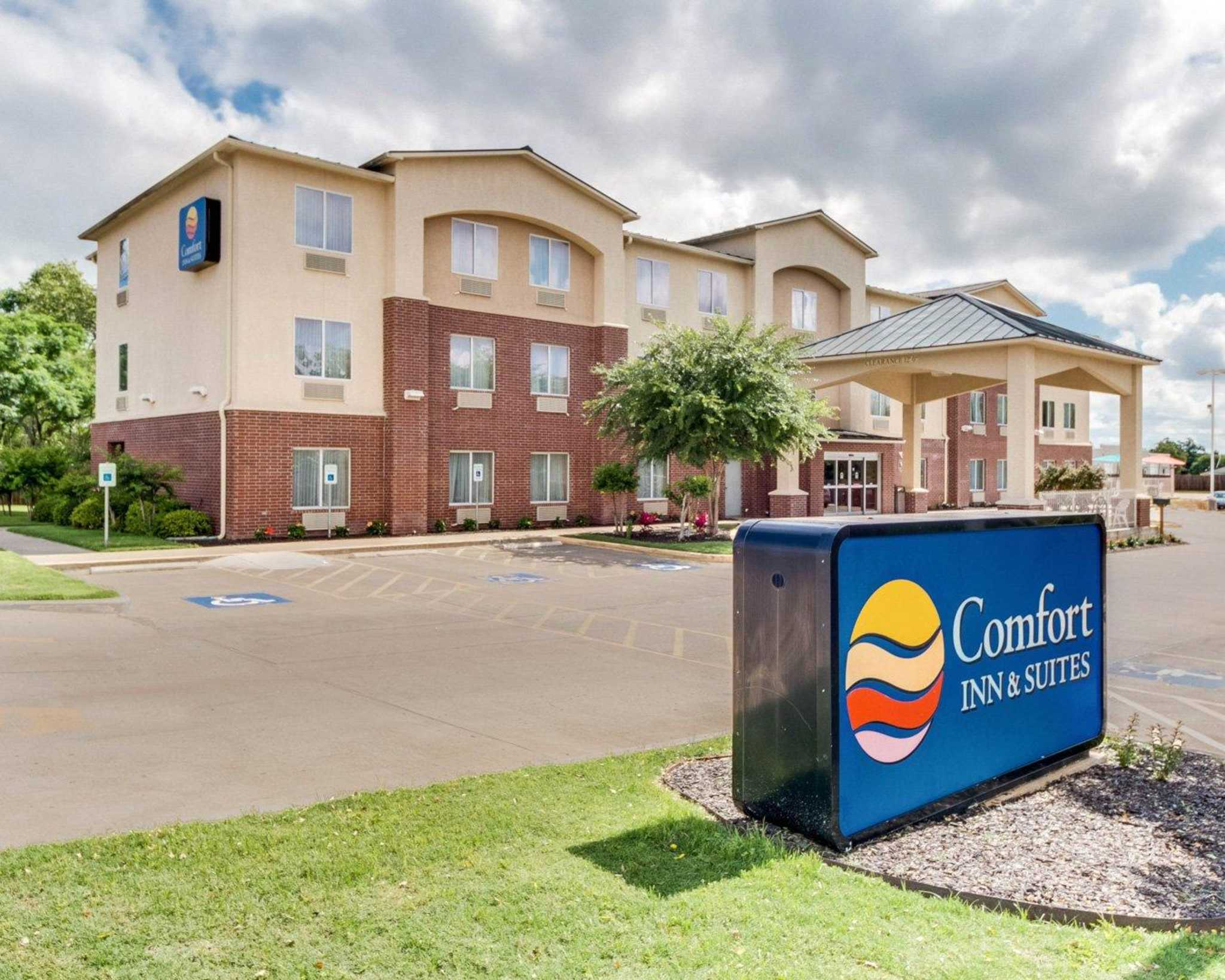 Comfort Inn & Suites - Fredericksburg, TX - Business ...