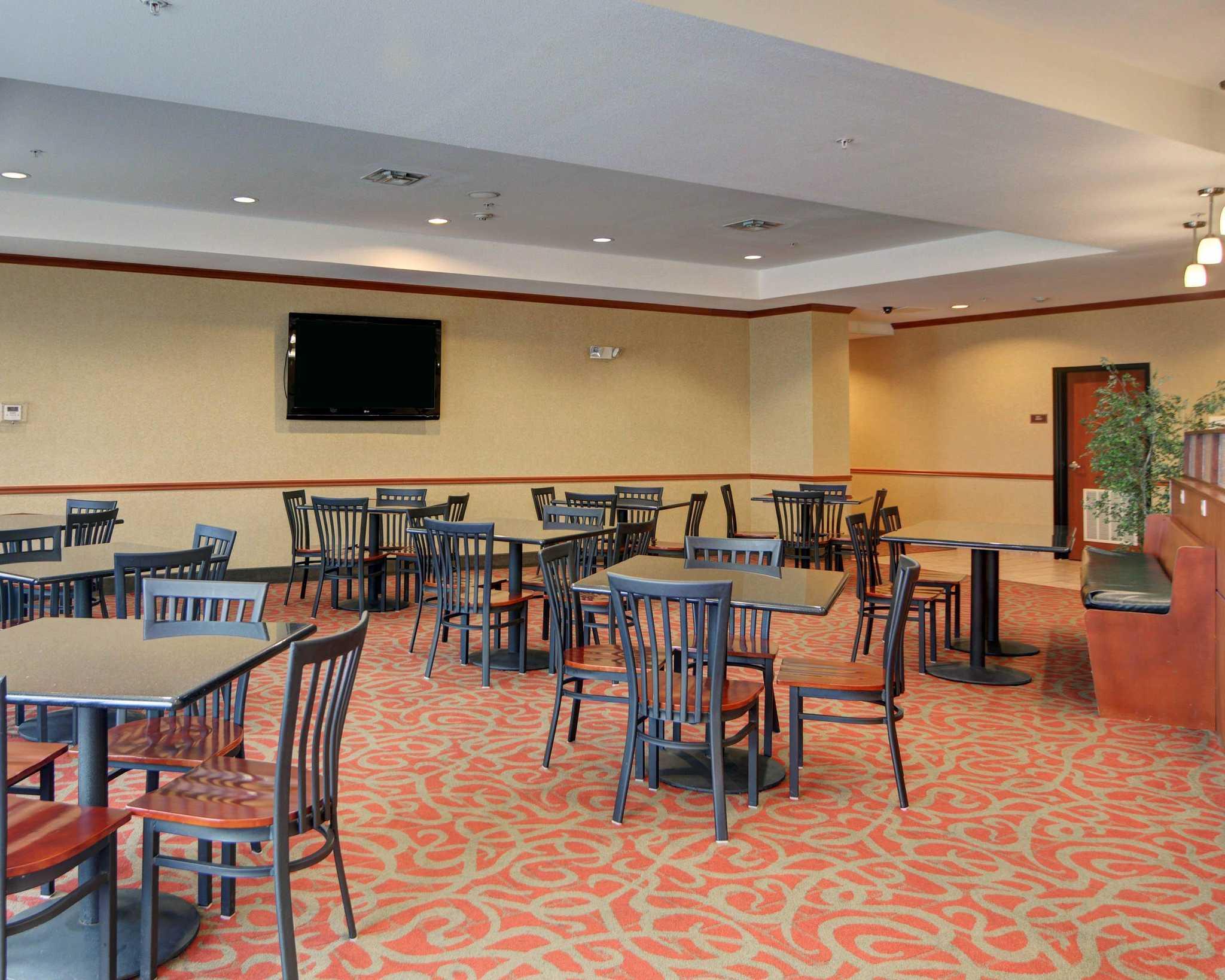 Comfort Suites Near Cedar Creek Lake image 22