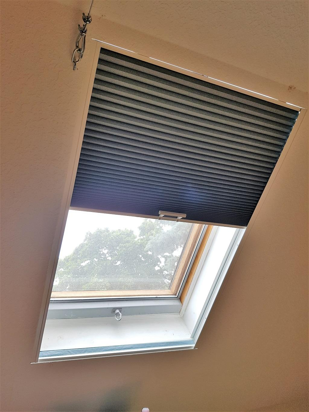 Budget Blinds à Waterloo: This client needed a darkening solution for a space that is sometimes used for sleeping. The cellular shade shown can be operated by hand if the shade can be reached or a telescoping pole can be included.