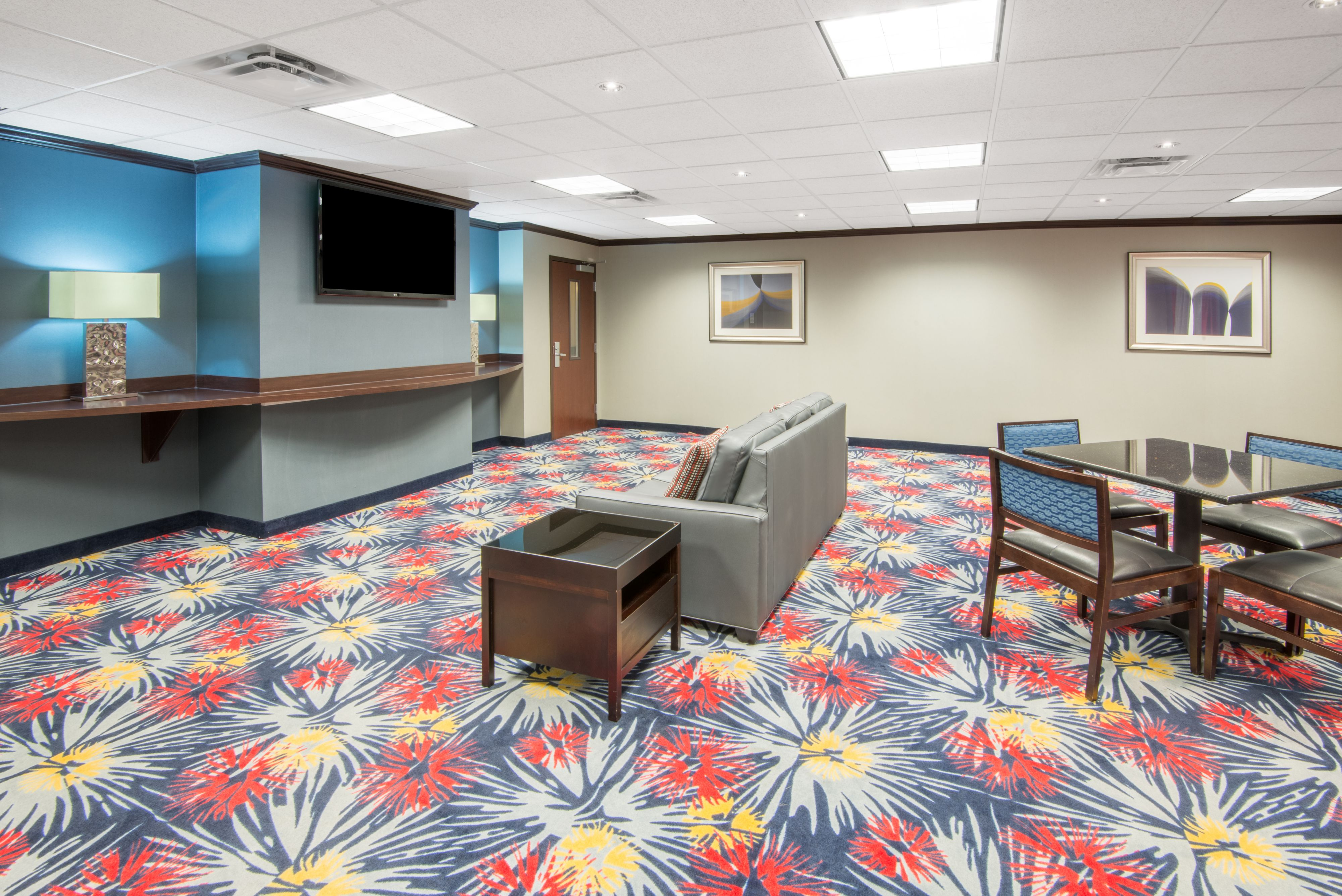 Holiday Inn Express Cleveland Airport - Brook Park image 4