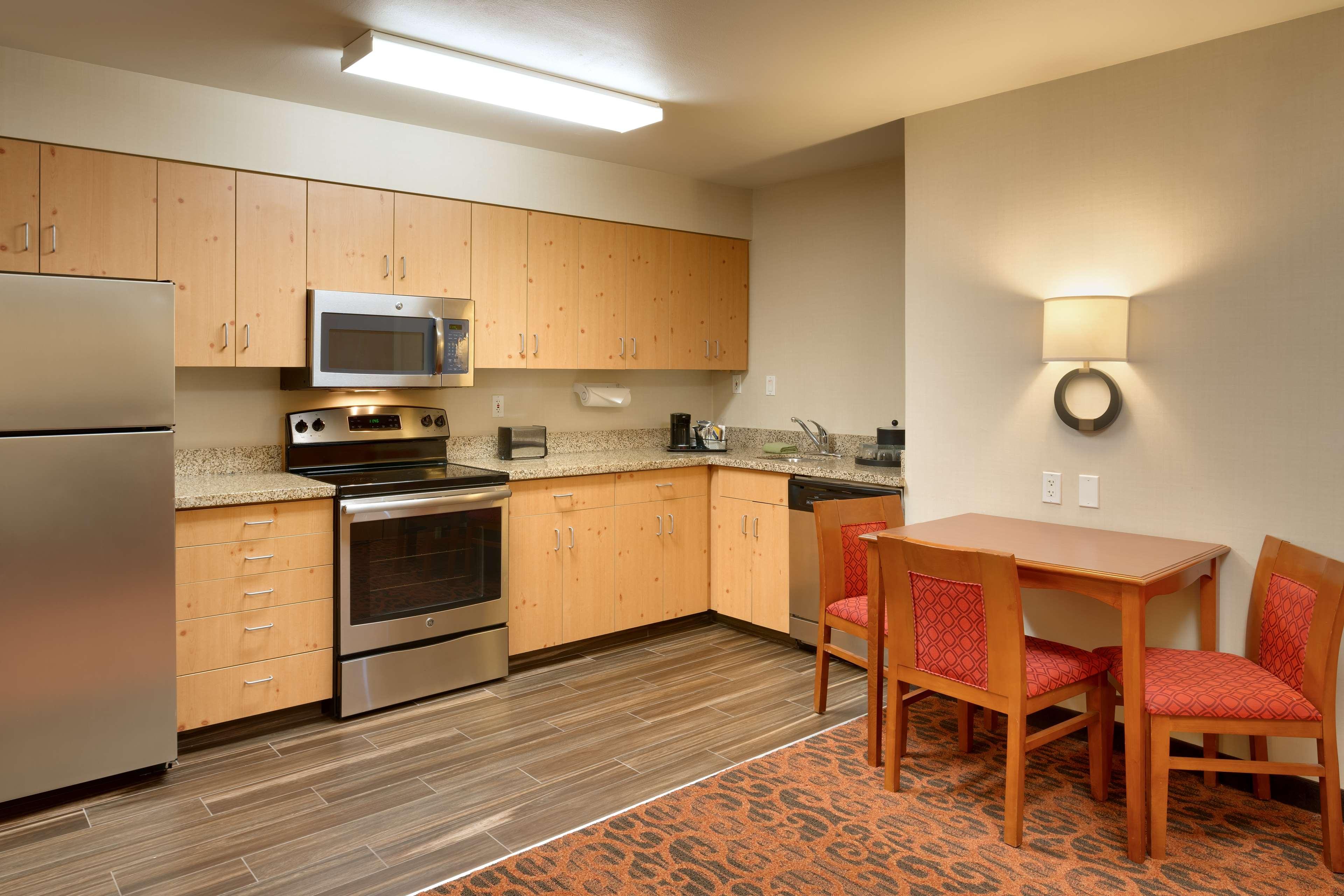 Hampton Inn & Suites Orem image 12