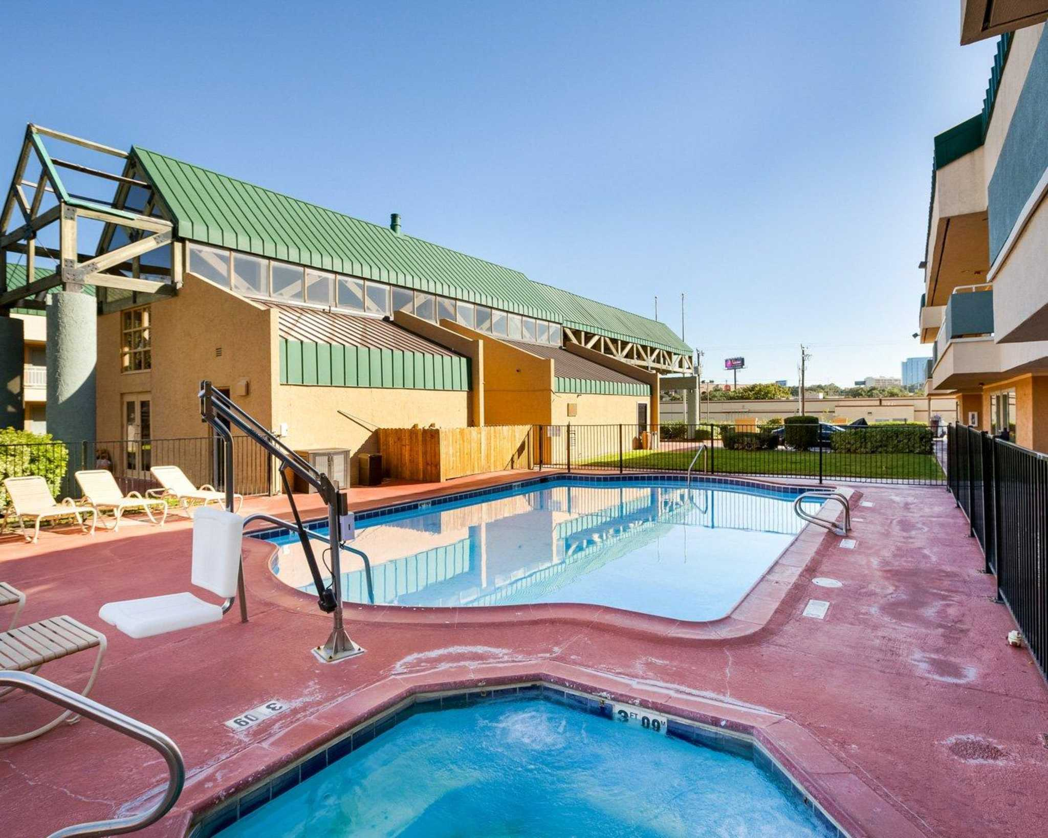Rodeway Inn & Suites Fiesta Park image 20