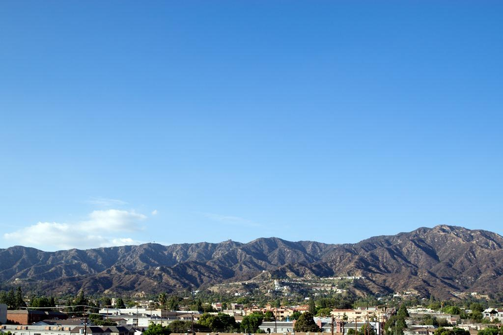 Mountain View - Enjoy views of the beautiful mountains and North Hollywood right from your suite.