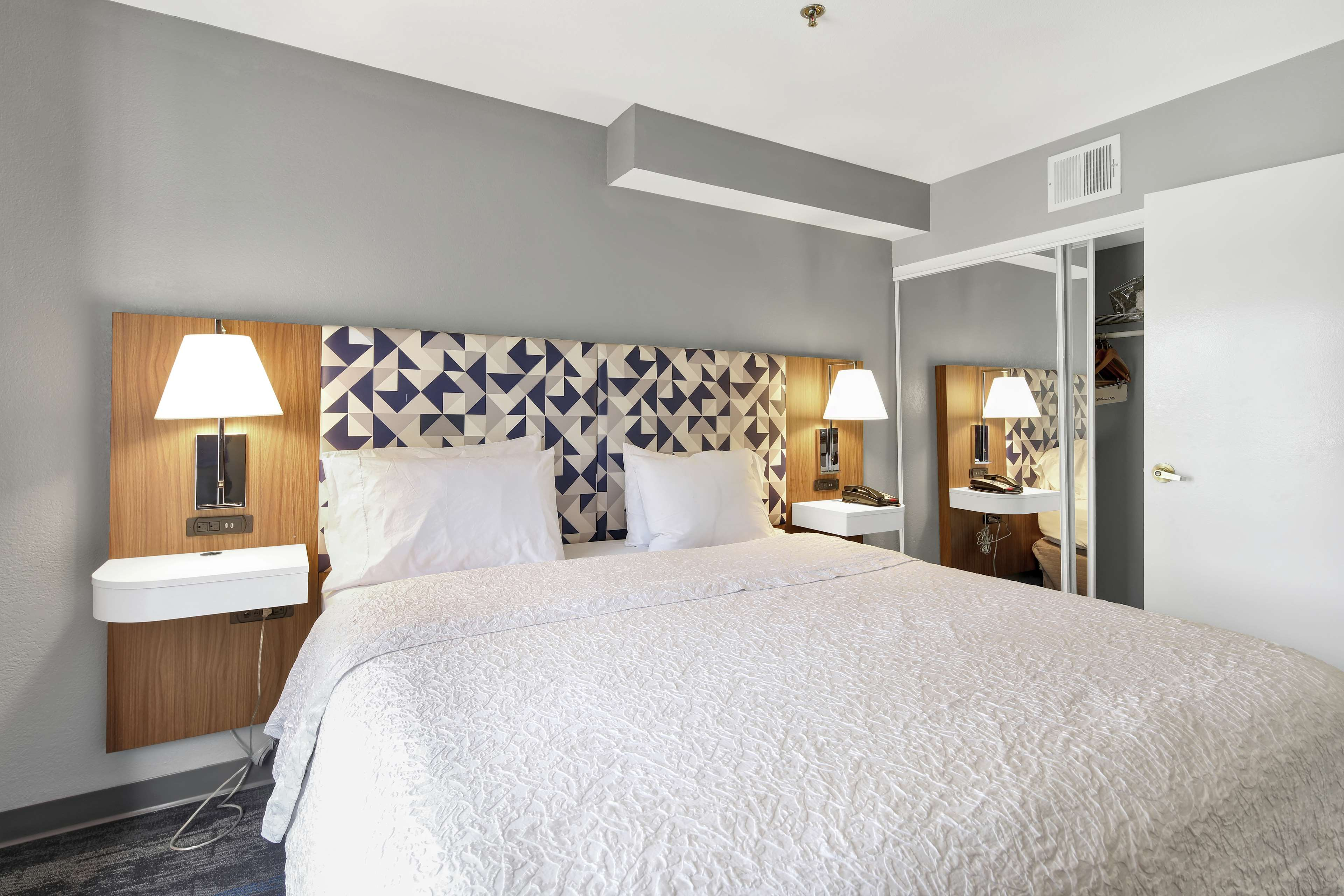 Hampton Inn & Suites Santa Ana/Orange County Airport in Santa Ana, CA, photo #21