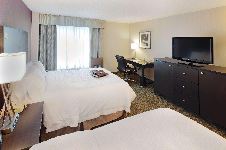 Hampton Inn & Suites Reagan National Airport image 17