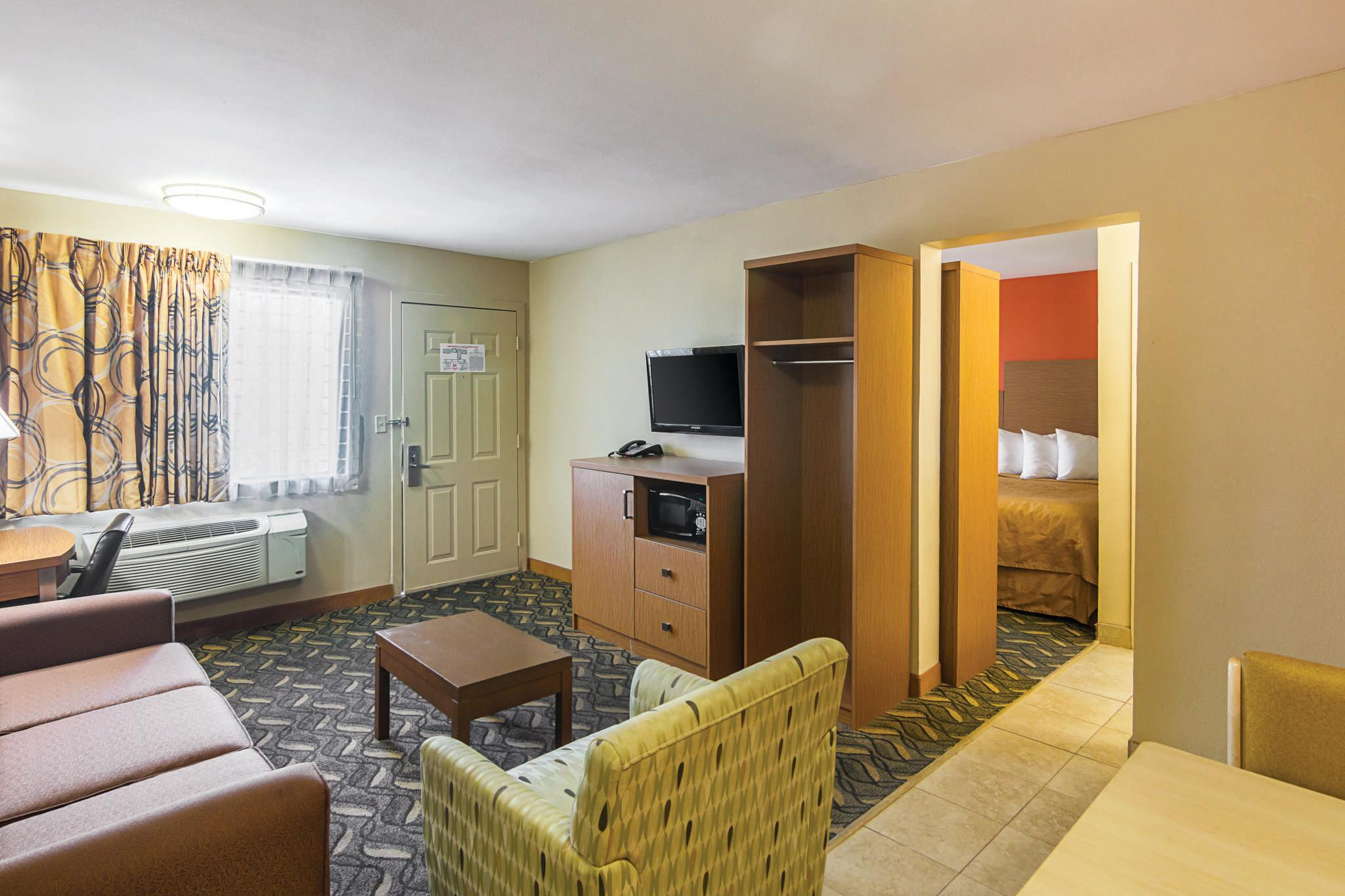 Quality Inn & Suites Six Flags Area image 19