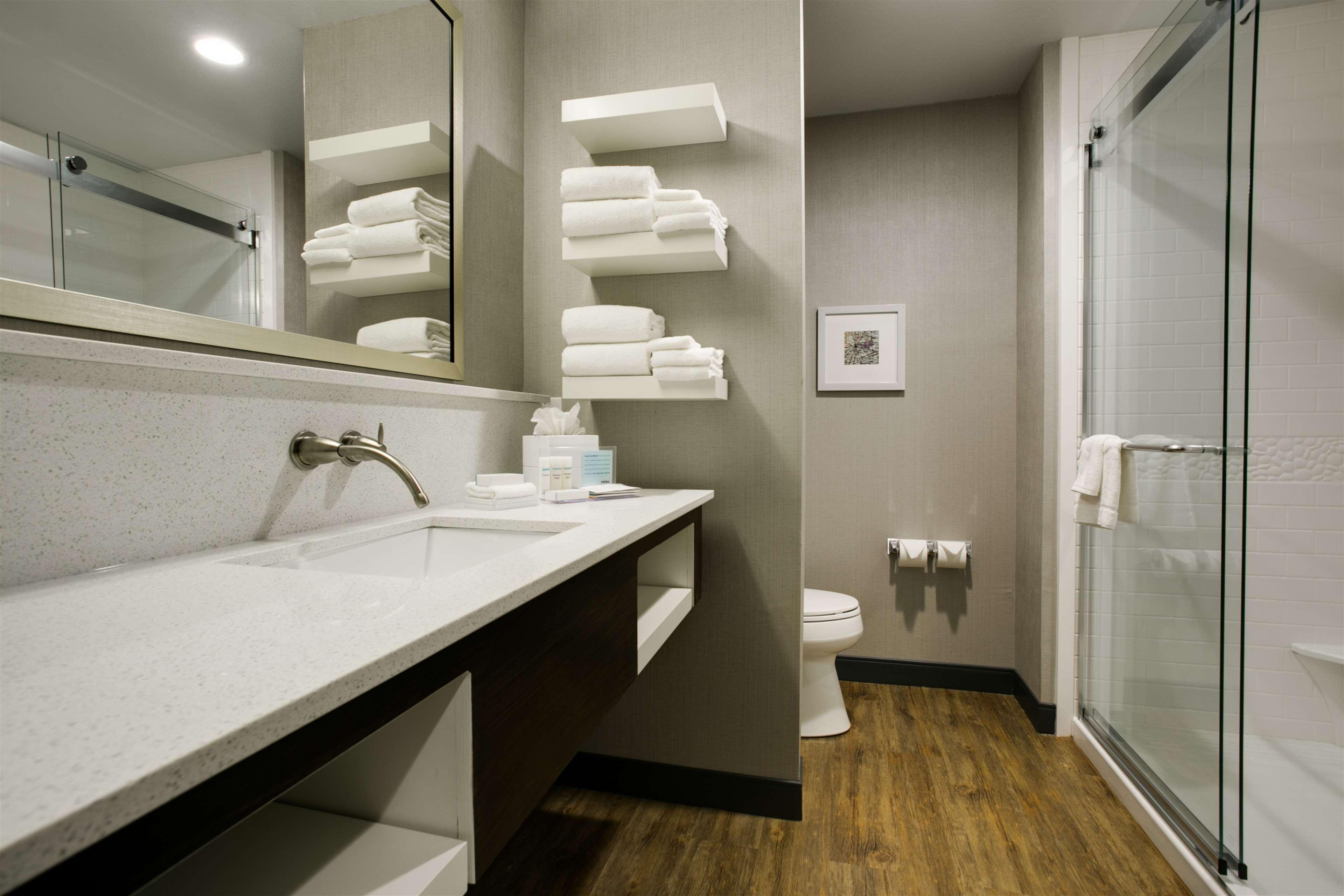 Hampton Inn & Suites Dallas/Ft. Worth Airport South image 28