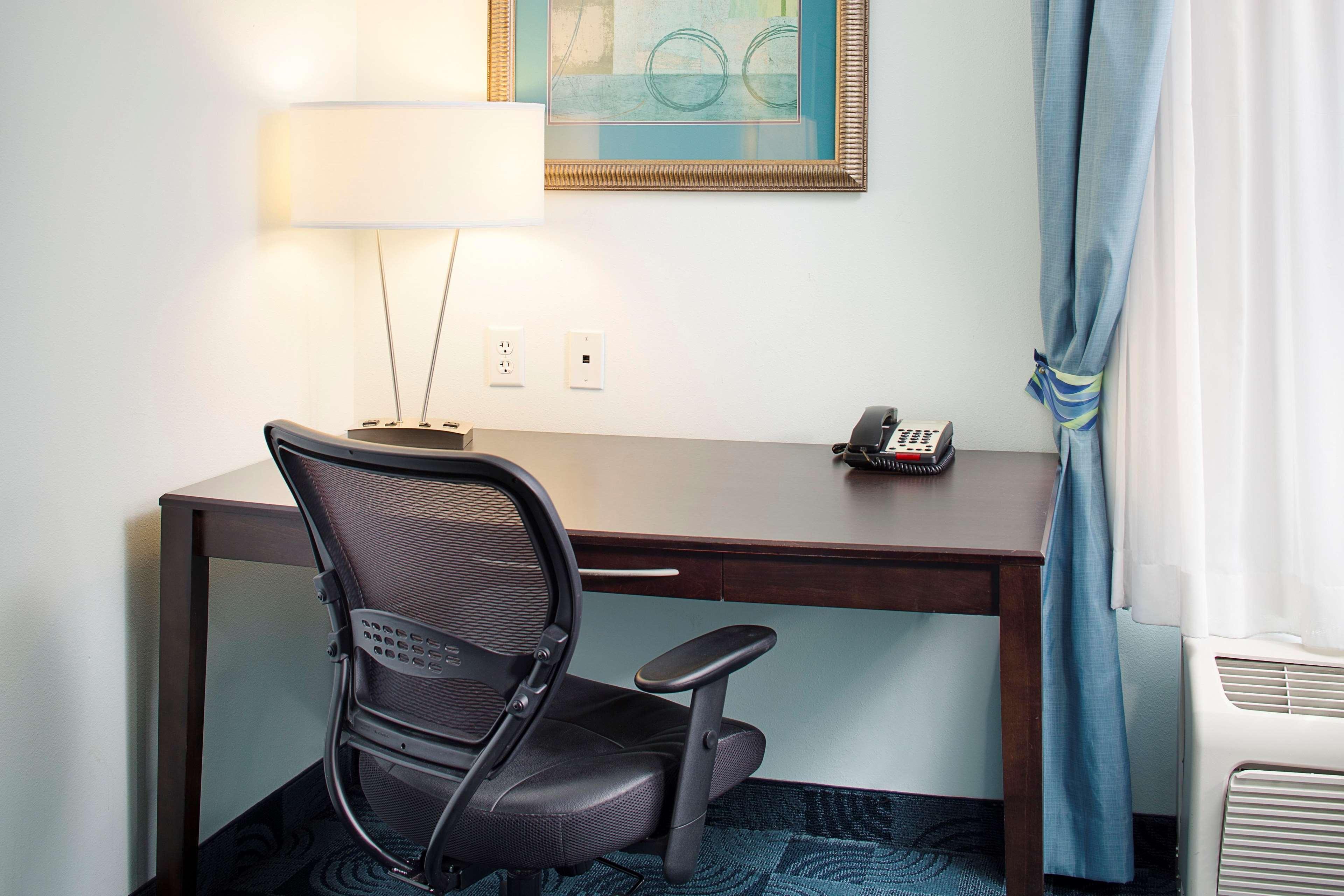 Hampton Inn & Suites Dallas/Lewisville-Vista Ridge Mall, TX image 41