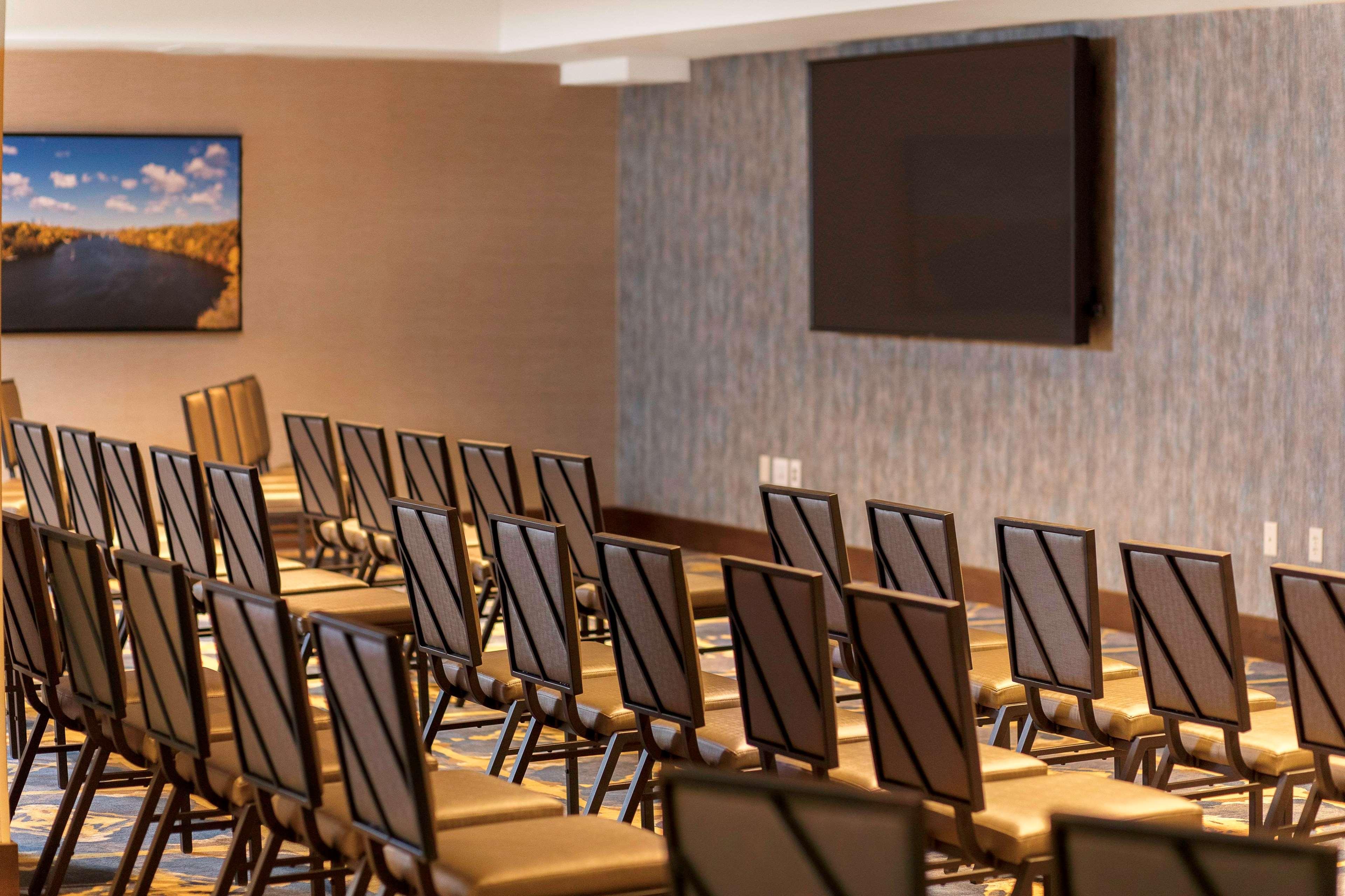 DoubleTree by Hilton Hotel Minneapolis - University Area image 4