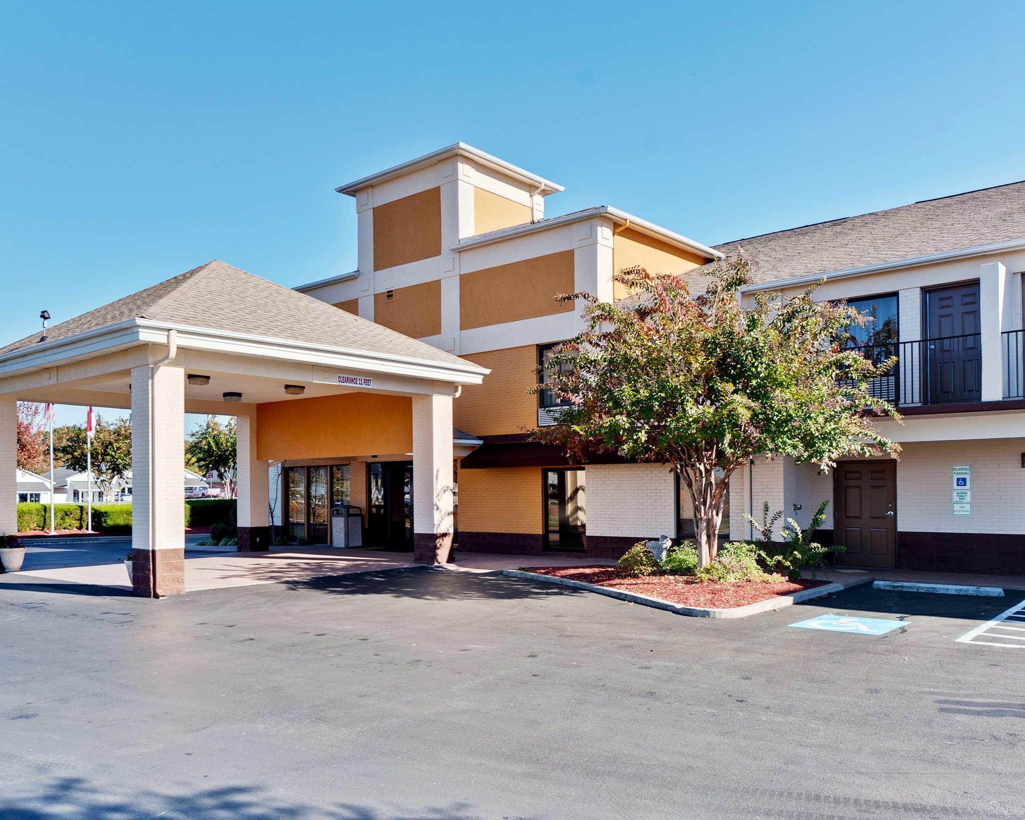 Quality Inn & Suites Matthews - Charlotte image 1
