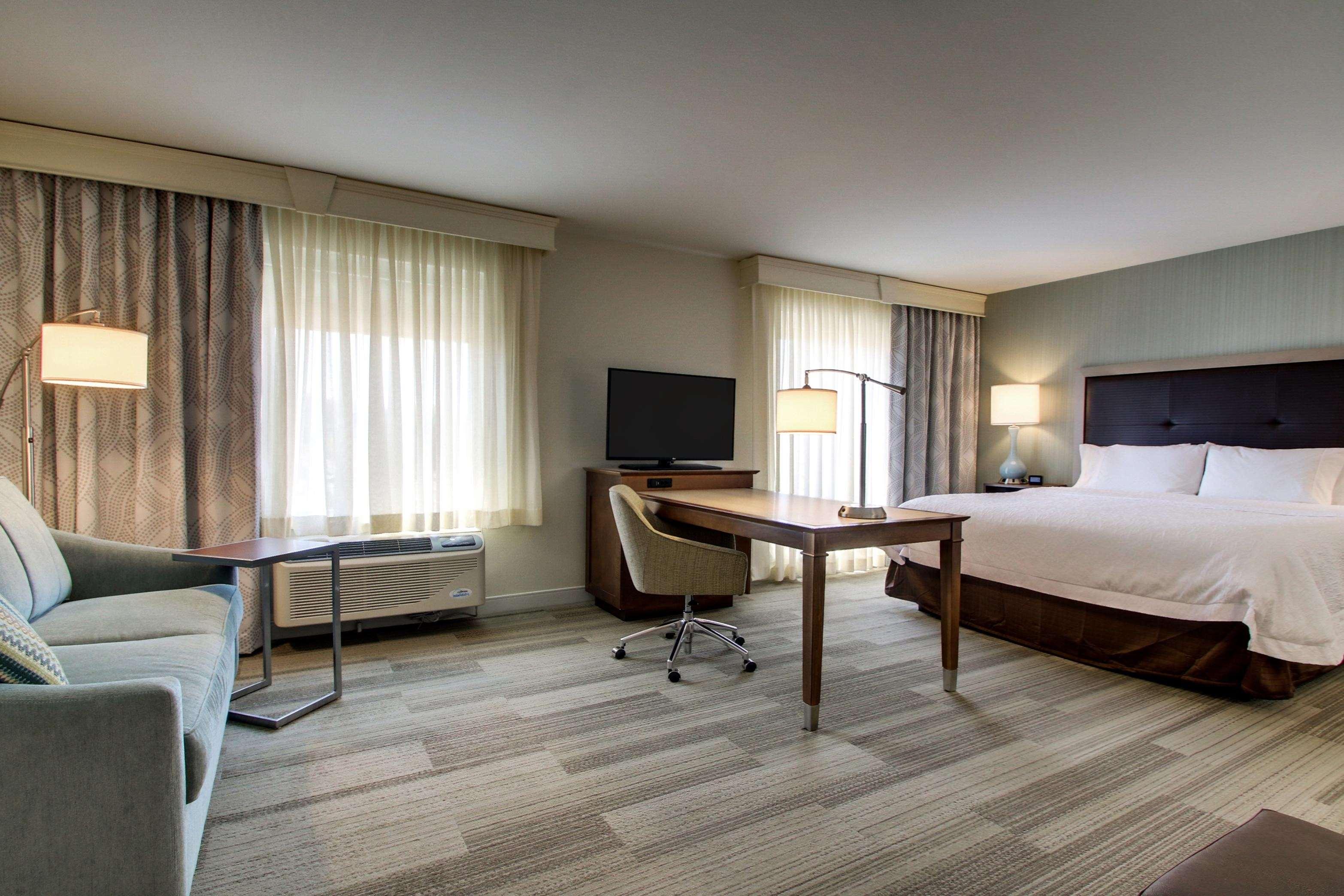 Hampton Inn & Suites Milwaukee West image 11