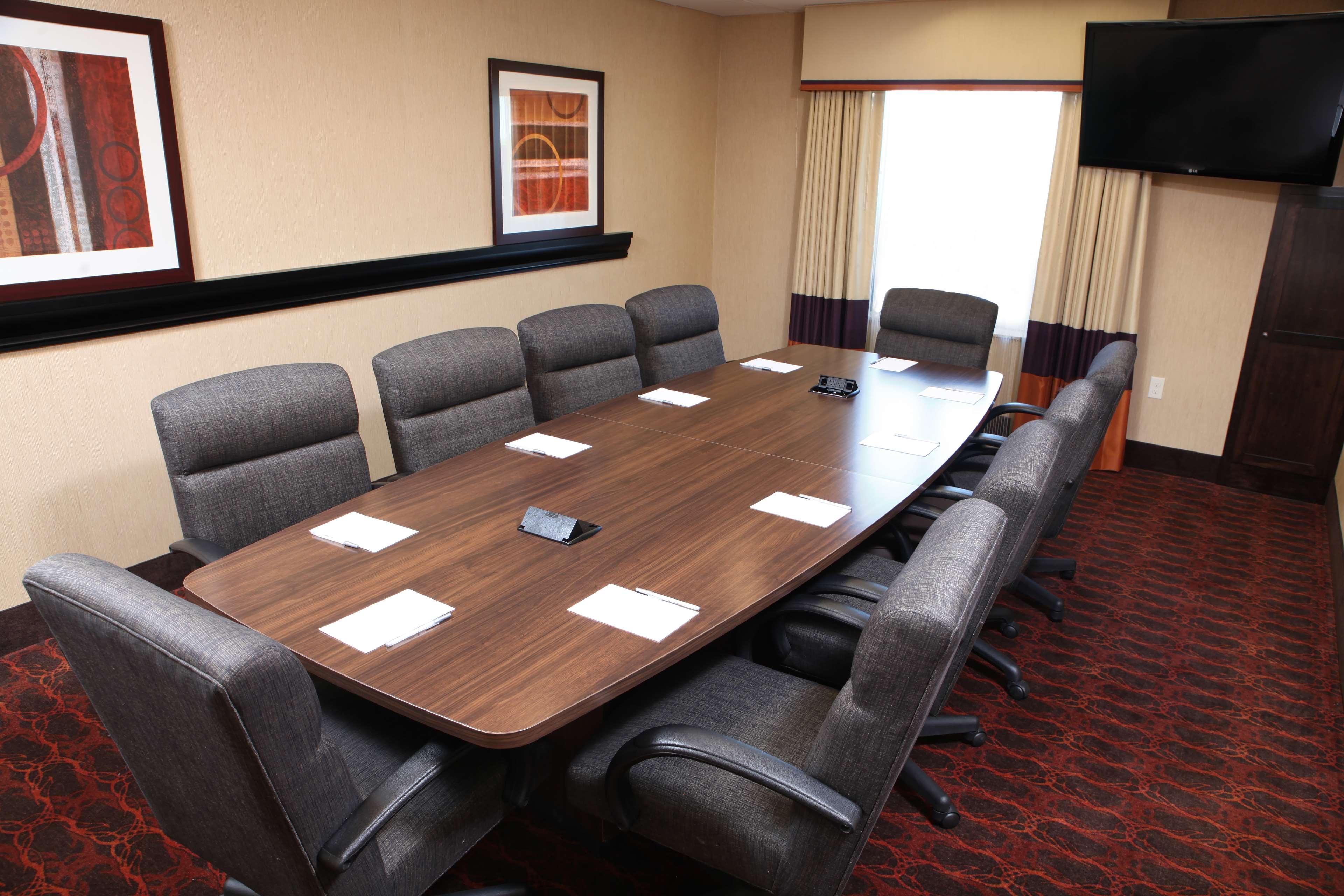 Hampton Inn & Suites Fargo image 26