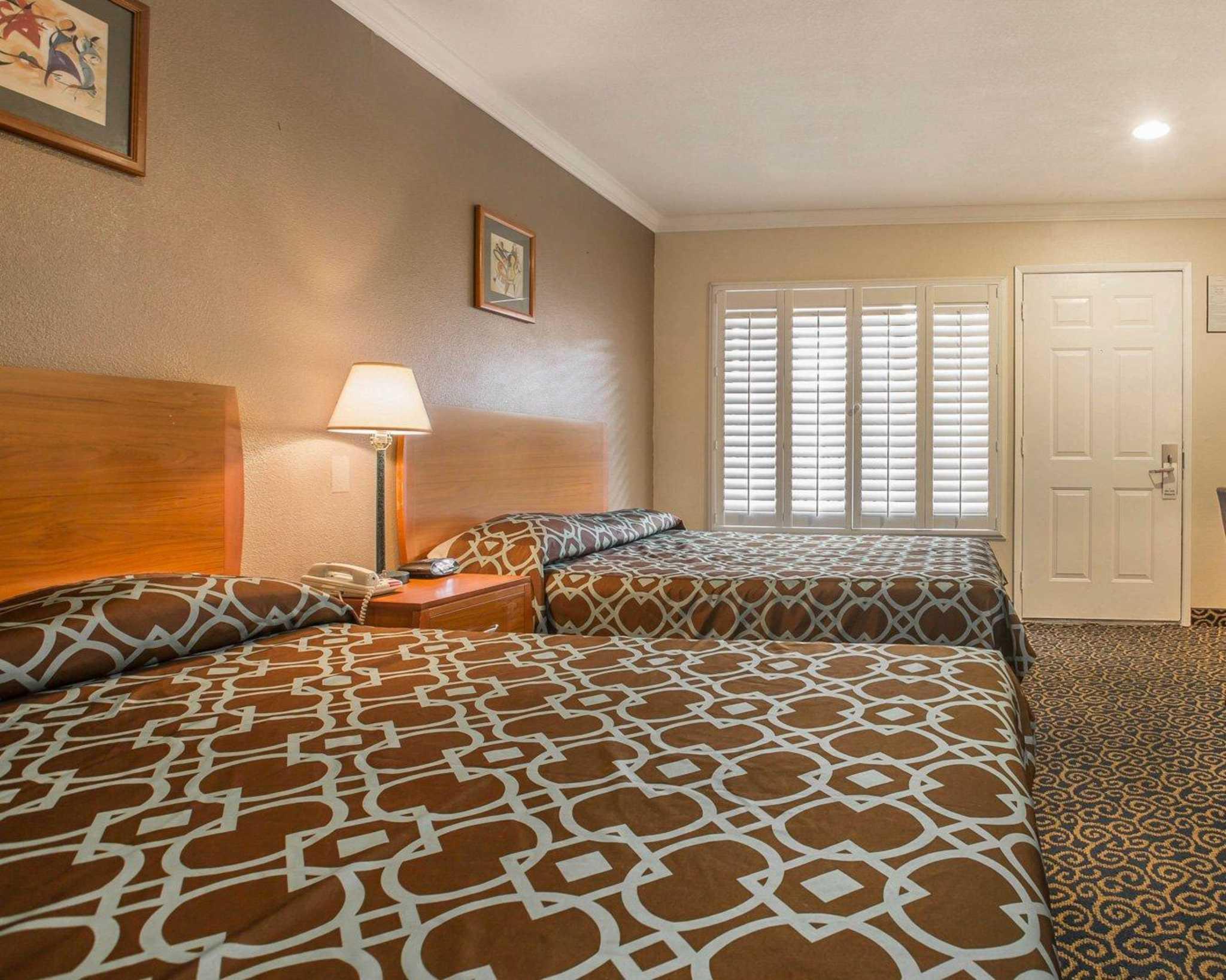 Rodeway Inn & Suites Near Convention Center image 7