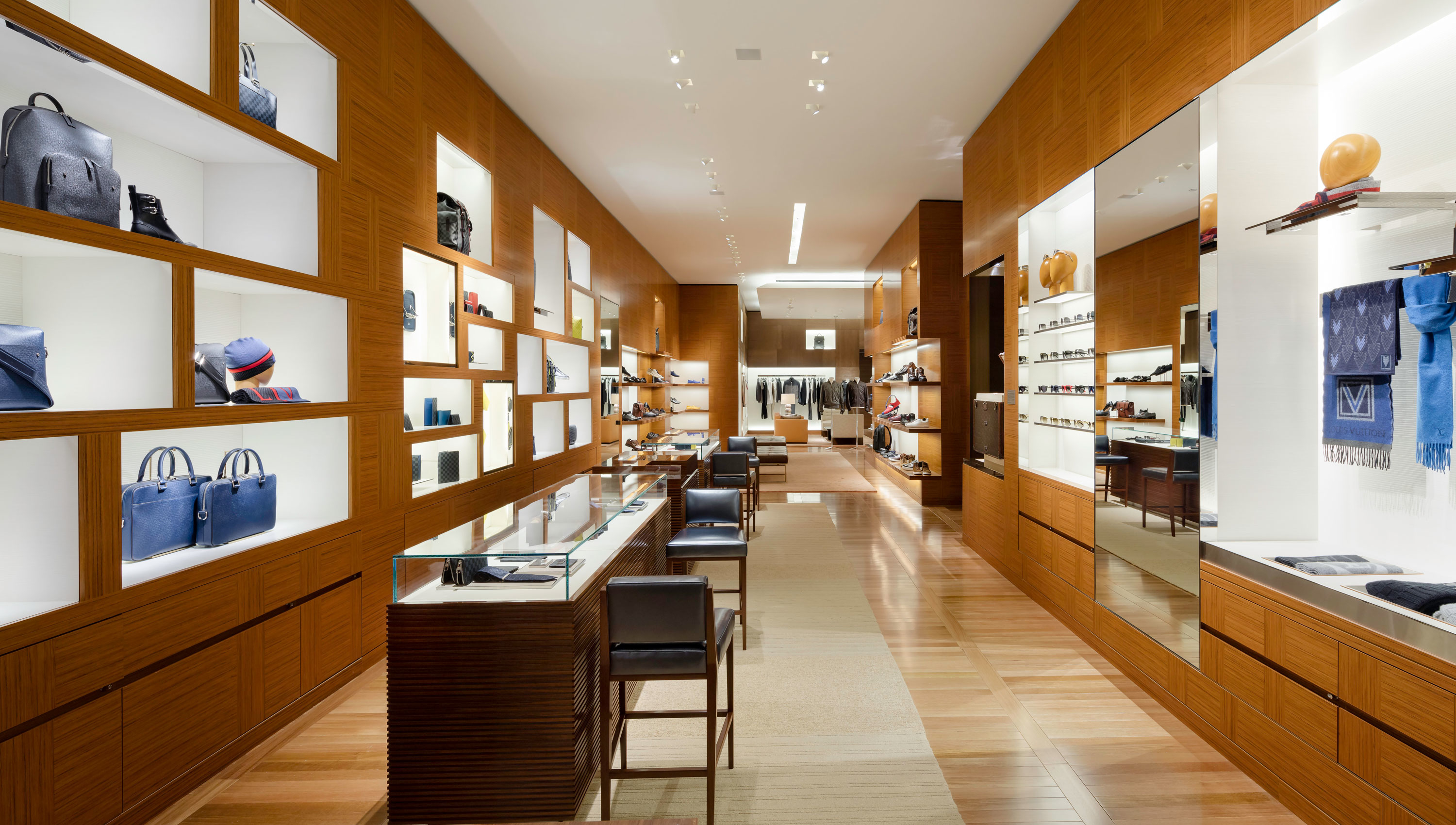 Louis Vuitton Manhasset image 2