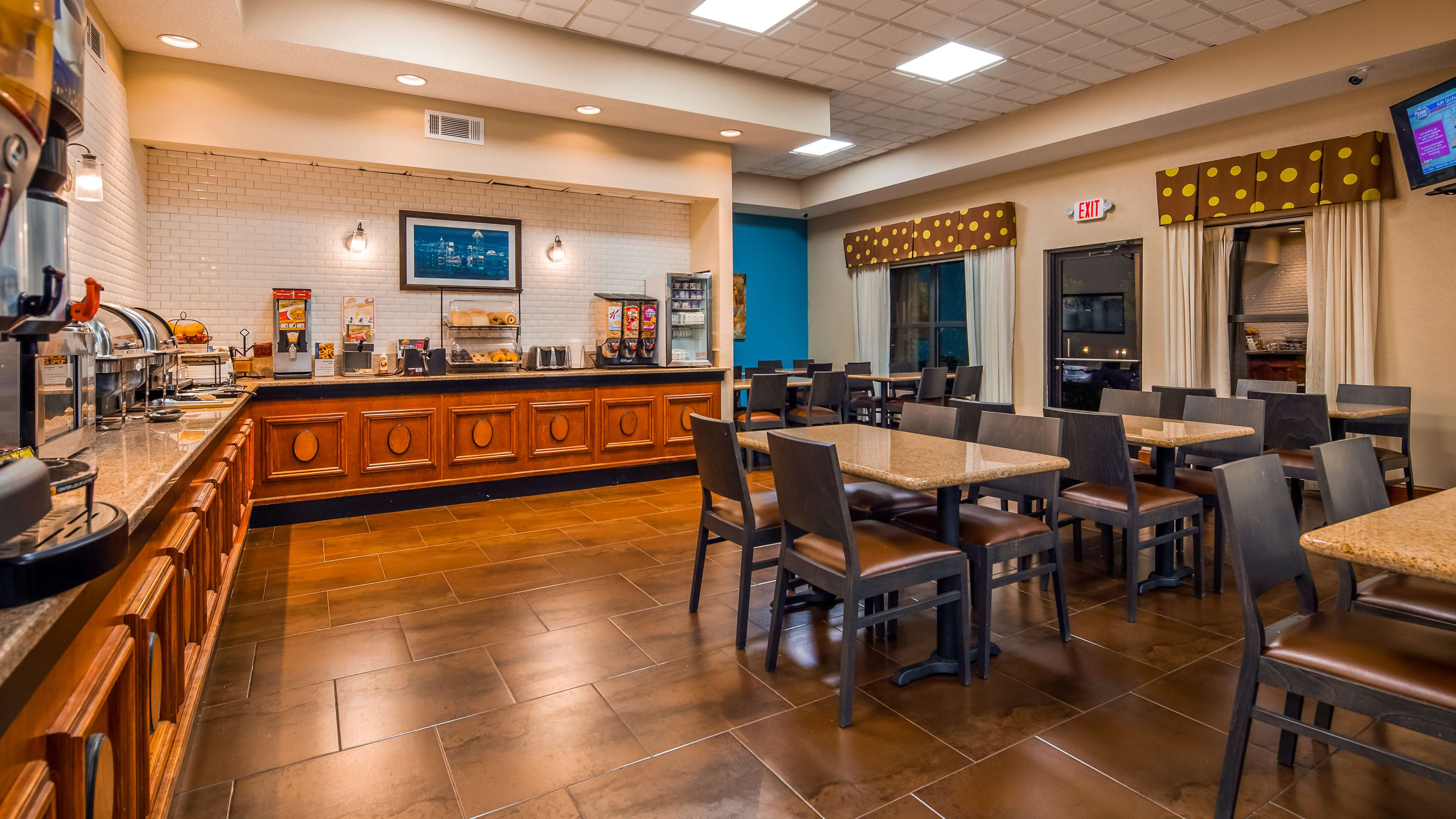 Best Western Plus Hotel & Suites Airport South image 5
