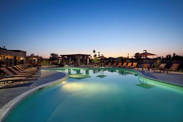 Courtyard by marriott scottsdale salt river in scottsdale for Indoor pool mesa az